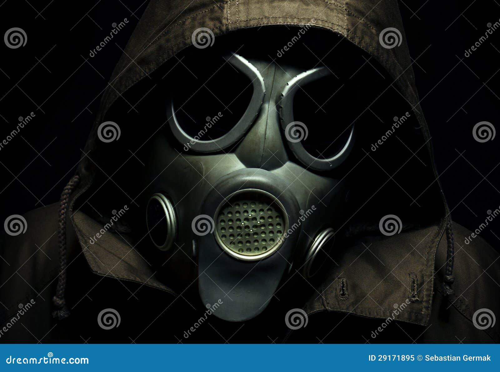 Verticale effrayante d un masque de gaz