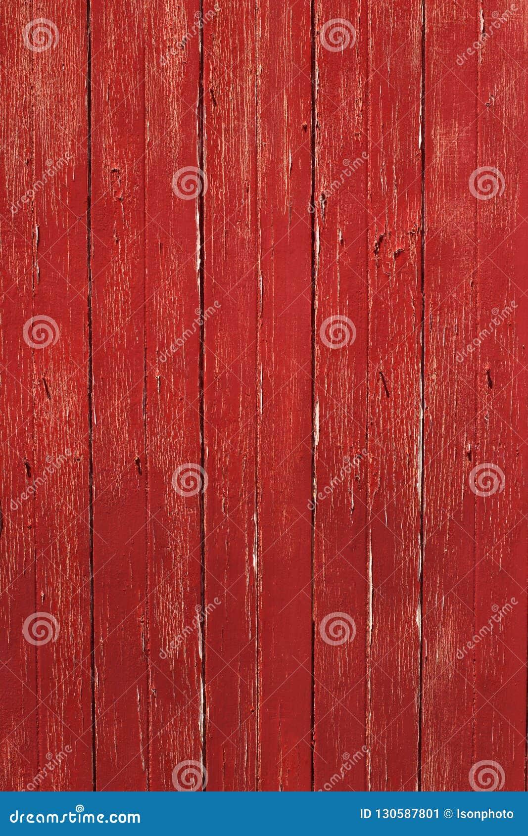 Vertikal lantlig röd timmerdörr