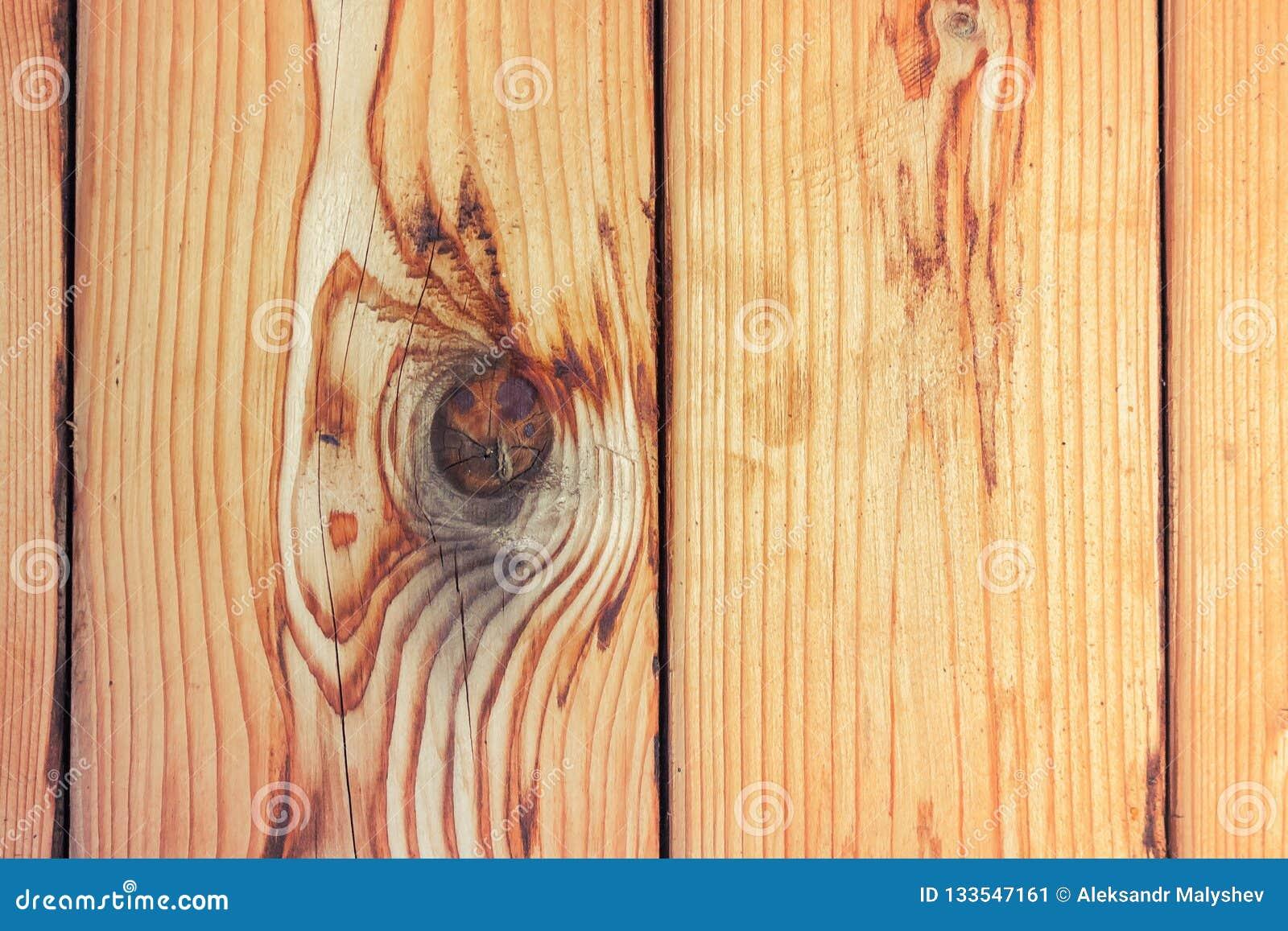 Vertikale hölzerne Planken der frischen Kiefer als Hintergrund