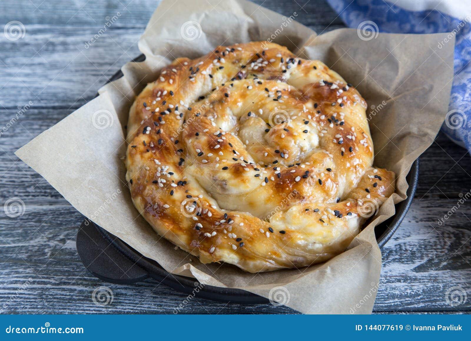 Vertuta, παραδοσιακή ρουμανική, μολδαβική ή βαλκανική πίτα ψησίματος Σπειροειδής πίτα ζύμης filo