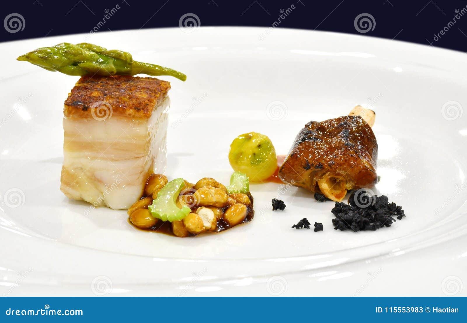 Verurteilung, Zutritt speisend: Knusperiger Schweinebauch mit Bean Stew und BBQ P