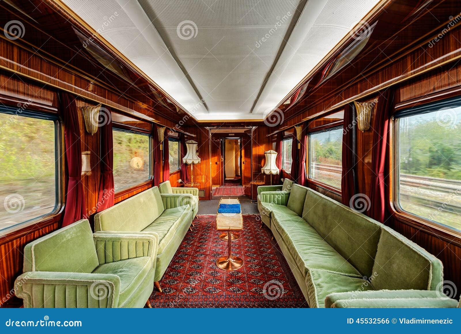 Vervoer van de luxe het oude trein