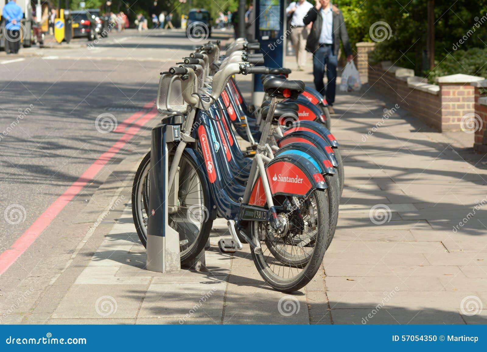 Vervoer voor de fietsen van Londen in rek in Londen, Engeland
