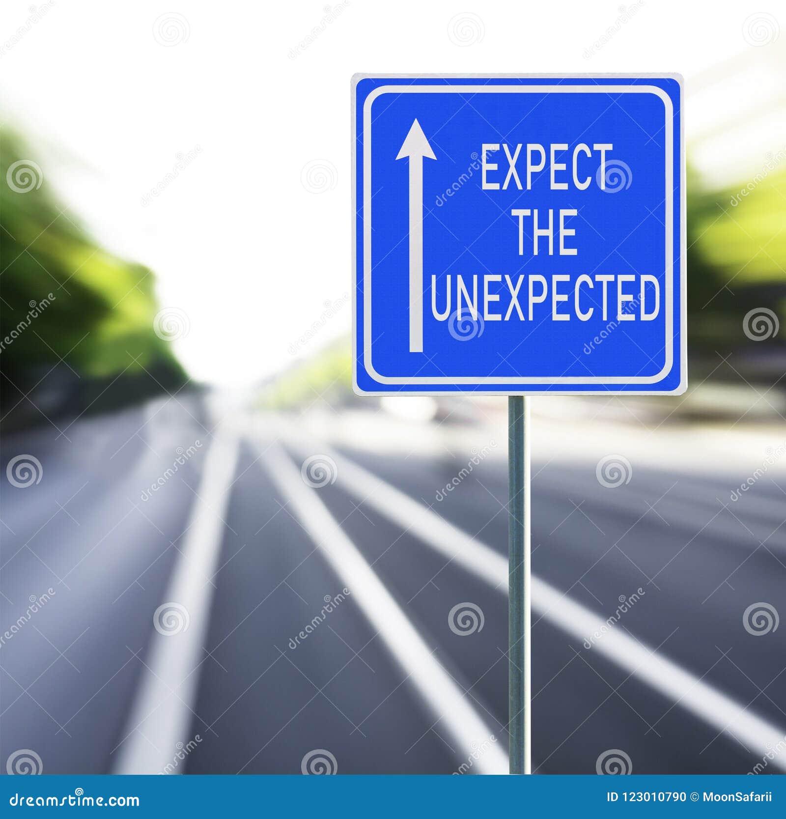 Verwacht de Onverwachte Verkeersteken op een Snelle Achtergrond