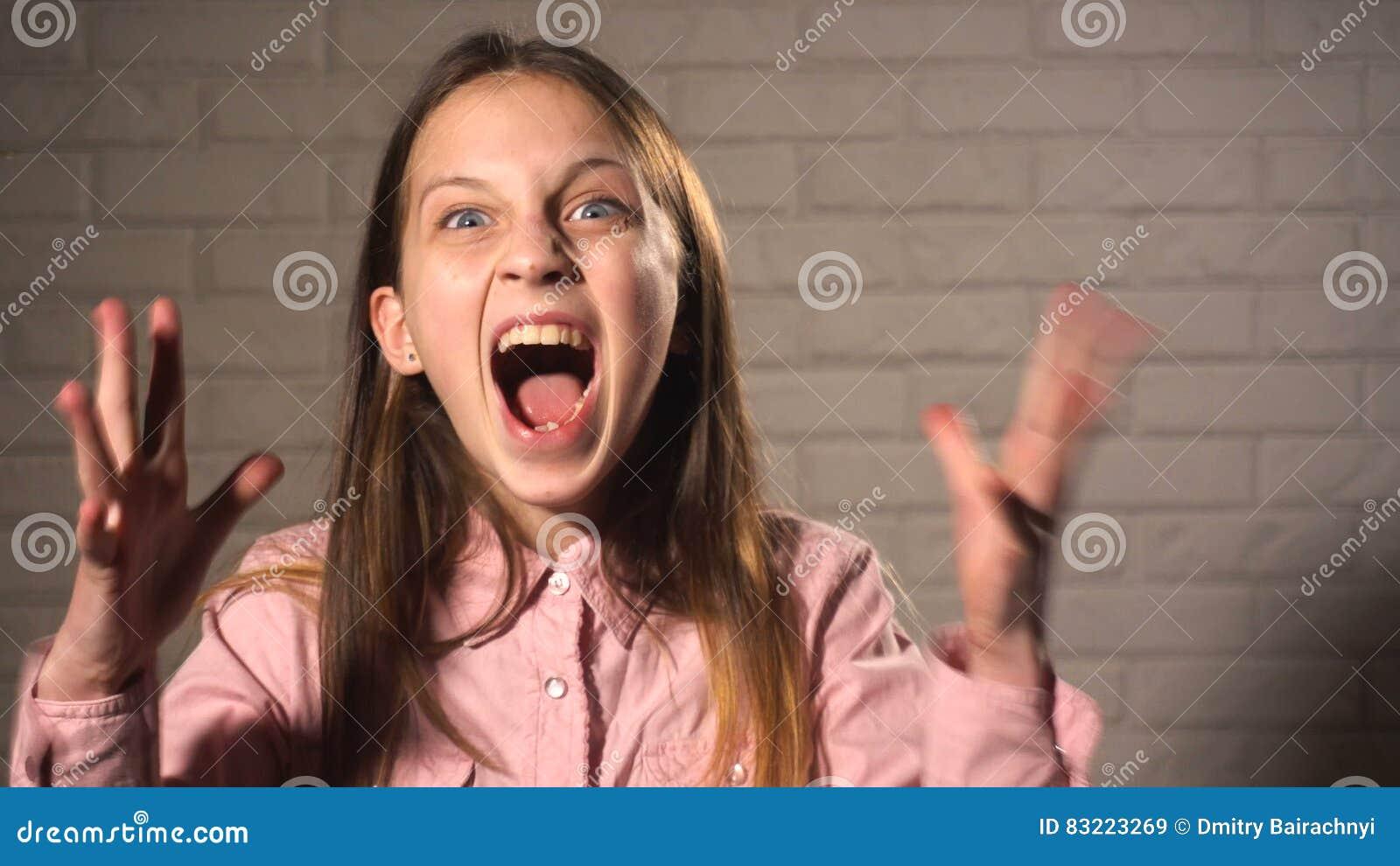 angry-teen-girl-teen-lez-vids