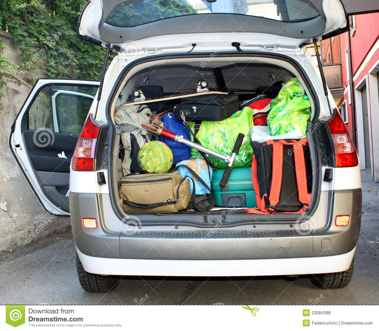 United Baggage Prices Very Car With The Trunk Full Of Luggage Stock Photo