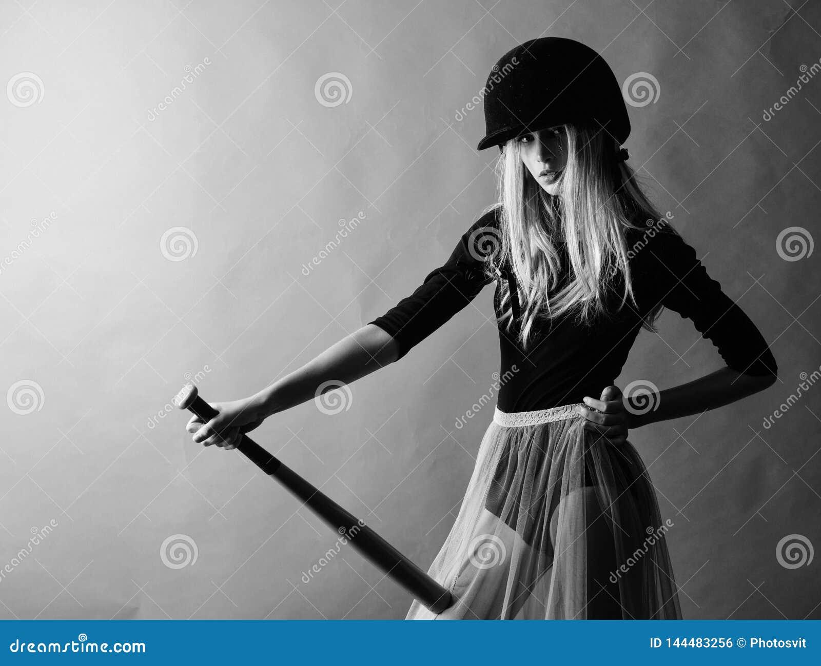 Verzacht maar passend Schop weg Geconcentreerd op resultaat De vrouw geniet van het spel van het spelhonkbal Greep van de de slij
