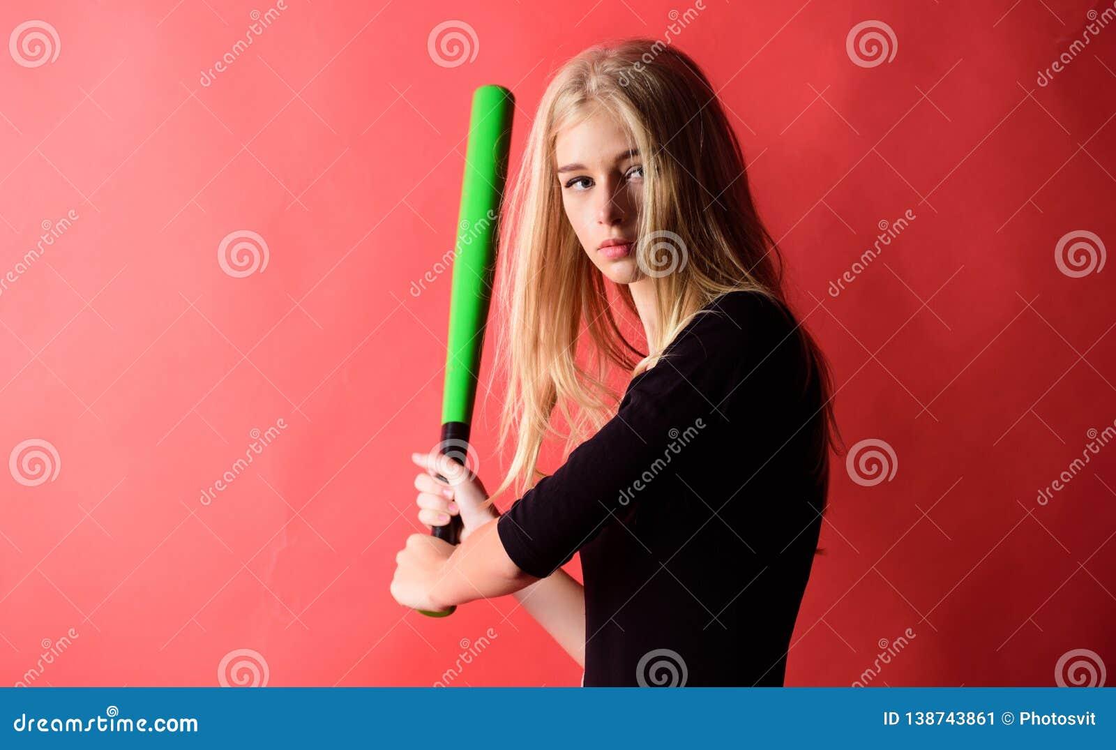 Verzacht maar passend Schop weg Geconcentreerd op resultaat De vrouw geniet van het spel van het spelhonkbal Knuppel van het de g