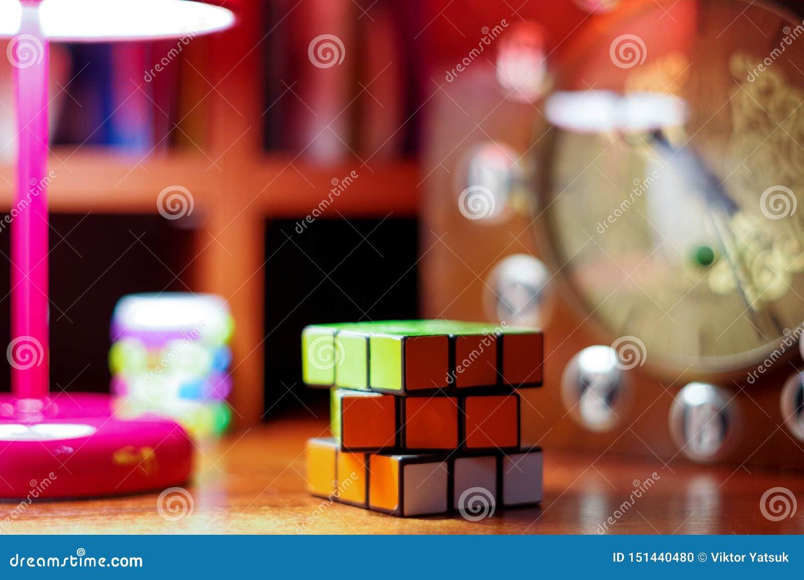 Verzamel tegelijkertijd de kubus Het spel tegelijkertijd
