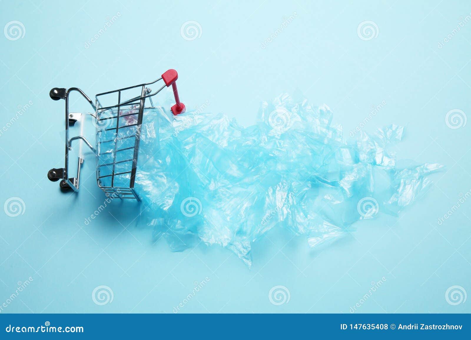 Verzichtkäufer von den Plastiktaschen Verschmutzung des Planeten