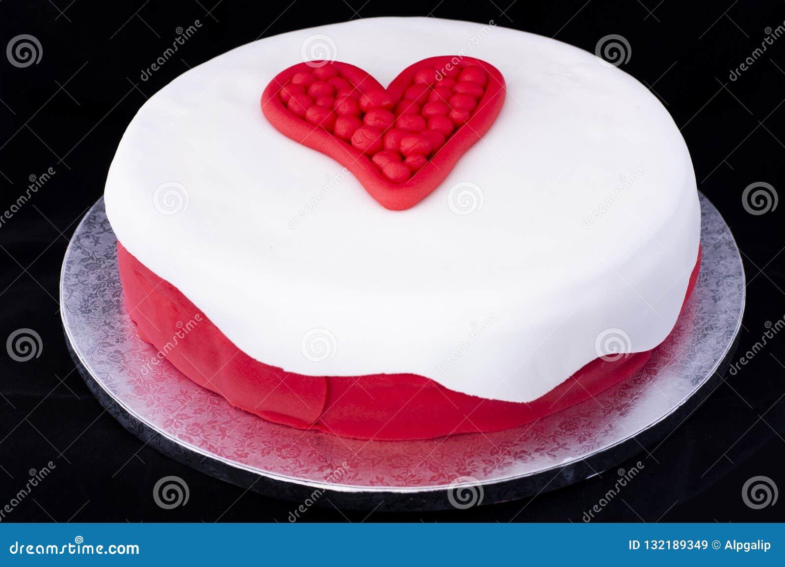 Verzierter Kuchen Des Valentinstags Herz Stockbild Bild Von
