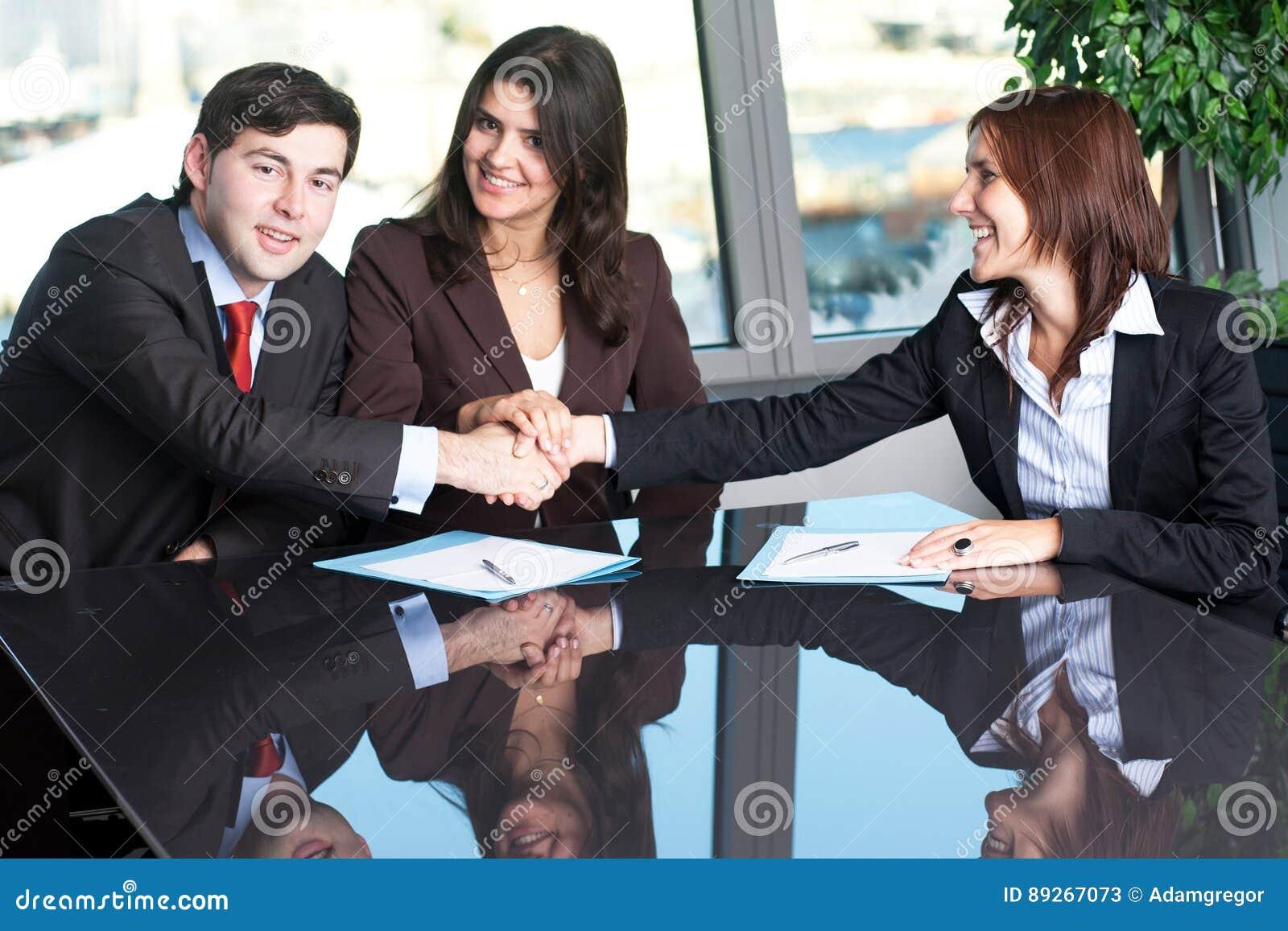 Verzoening tussen twee bedrijfsmensen