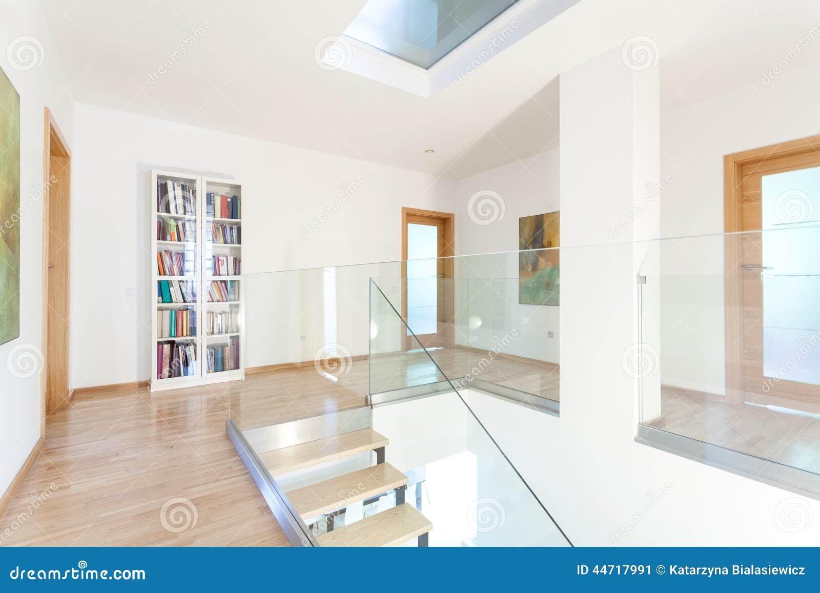 Vest bulo en casa moderna foto de archivo imagen 44717991 for Casa moderna vector