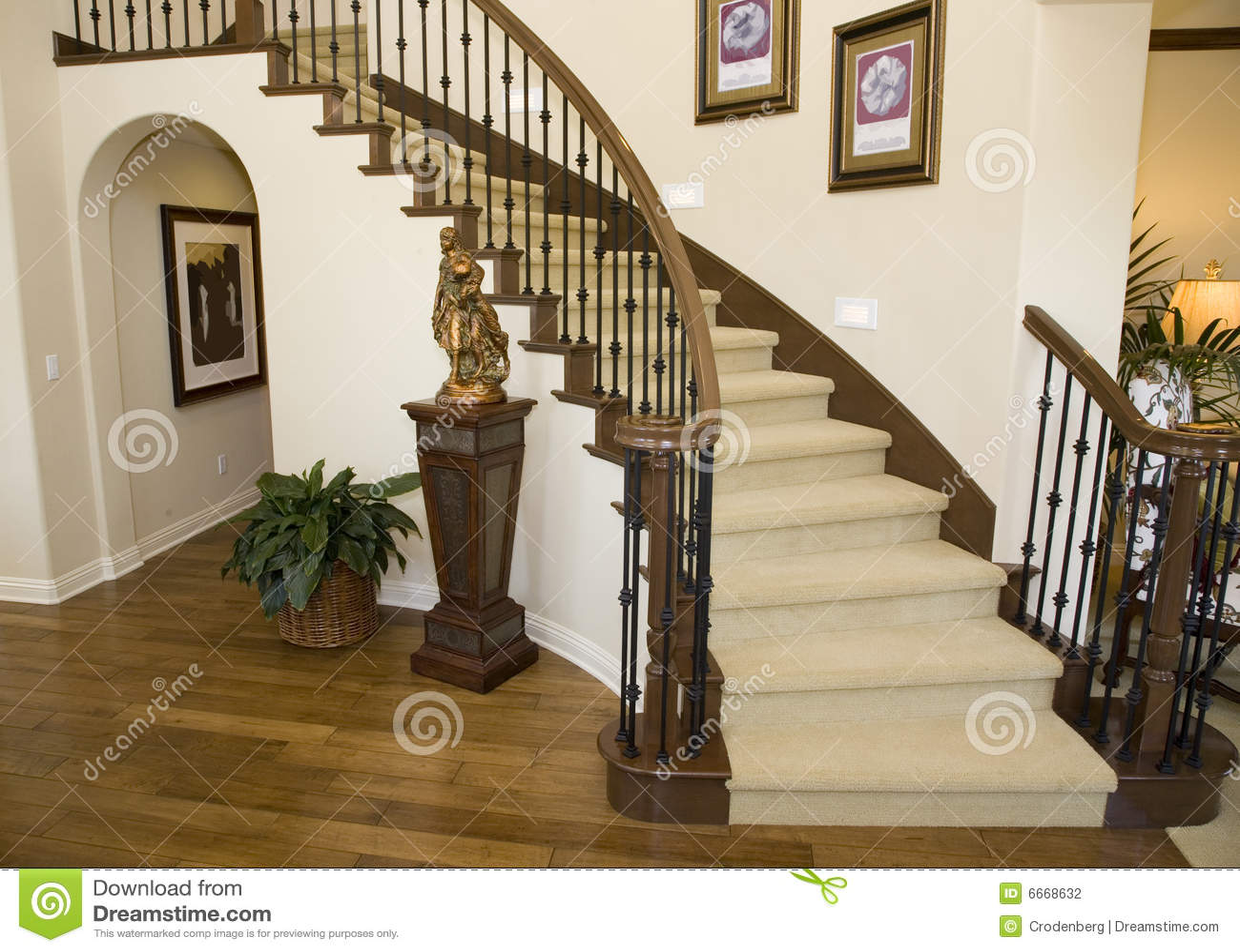 Vestíbulo y escalera