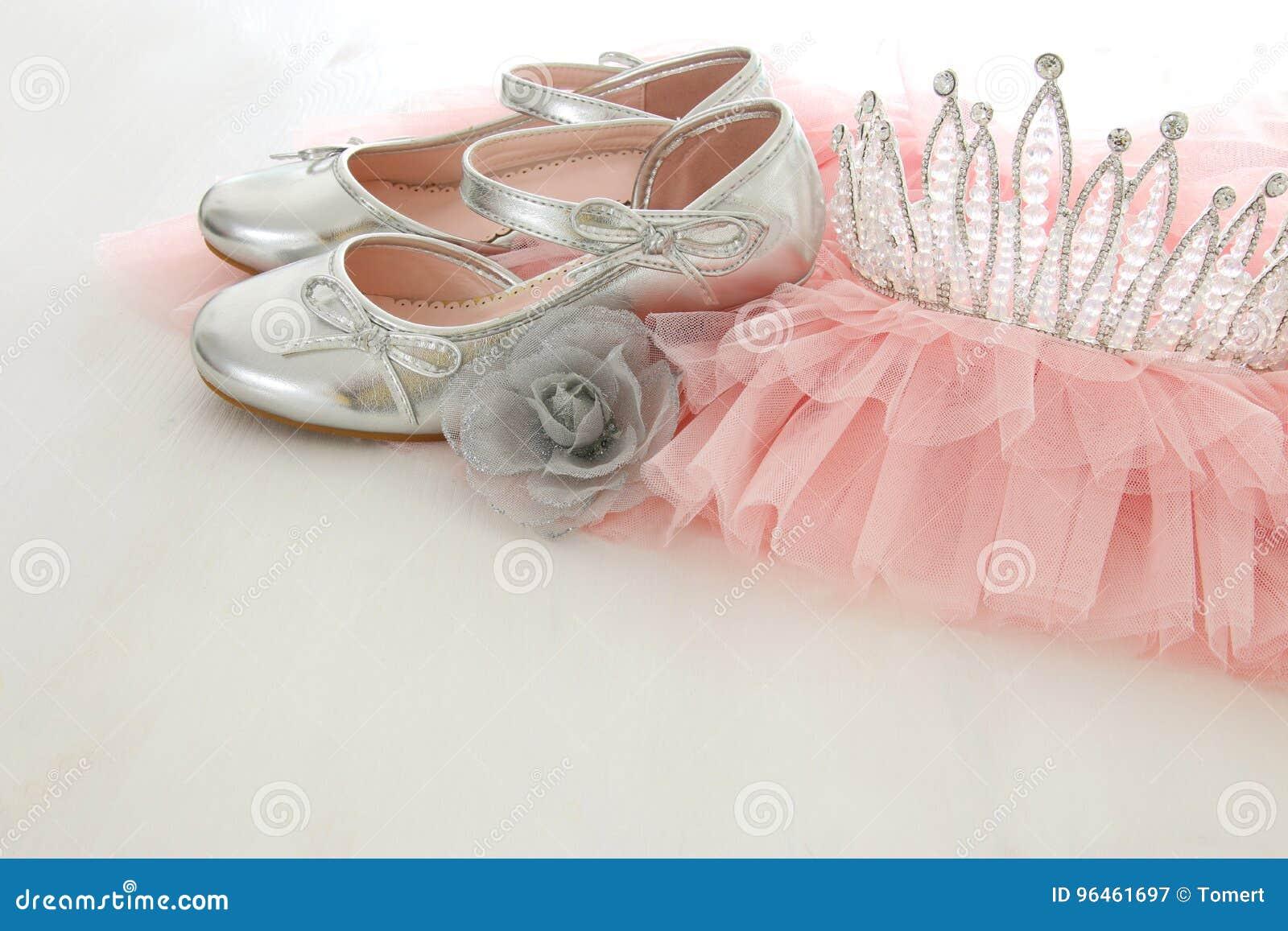 Vestido De La Gasa Del Rosa De Tulle Del Vintage, Corona Y Zapatos ...