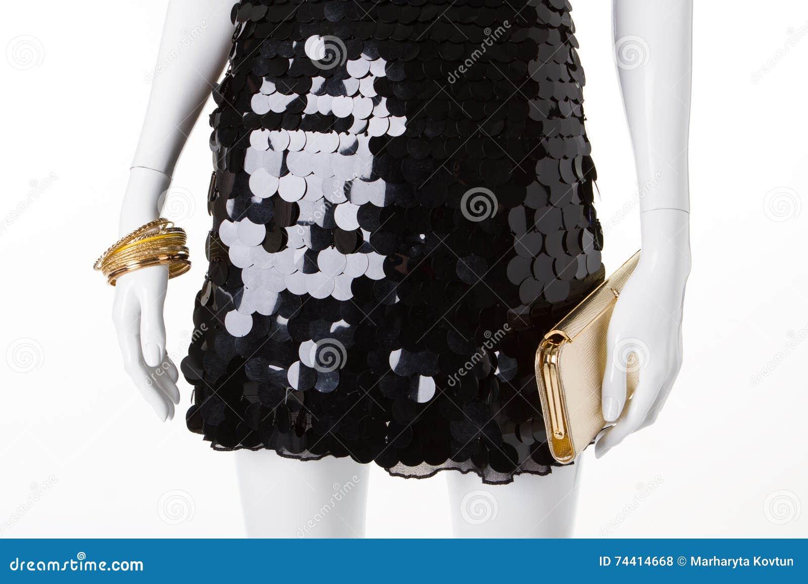 Vestido De Noche Negro Con Los Accesorios Del Oro Foto De