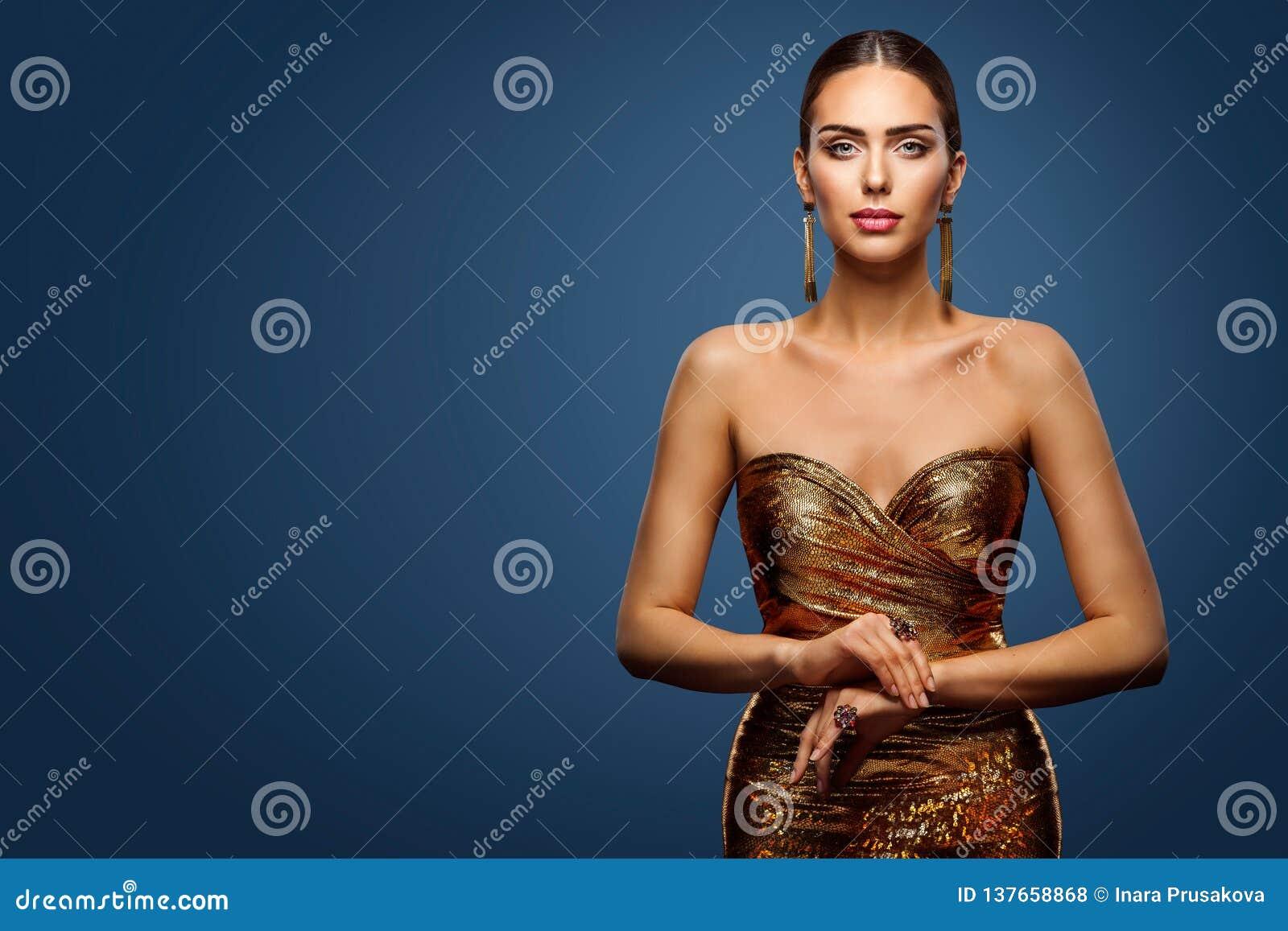 Vestido do ouro da mulher, modelo de forma Sparkling Sequin Gown, retrato da beleza da moça