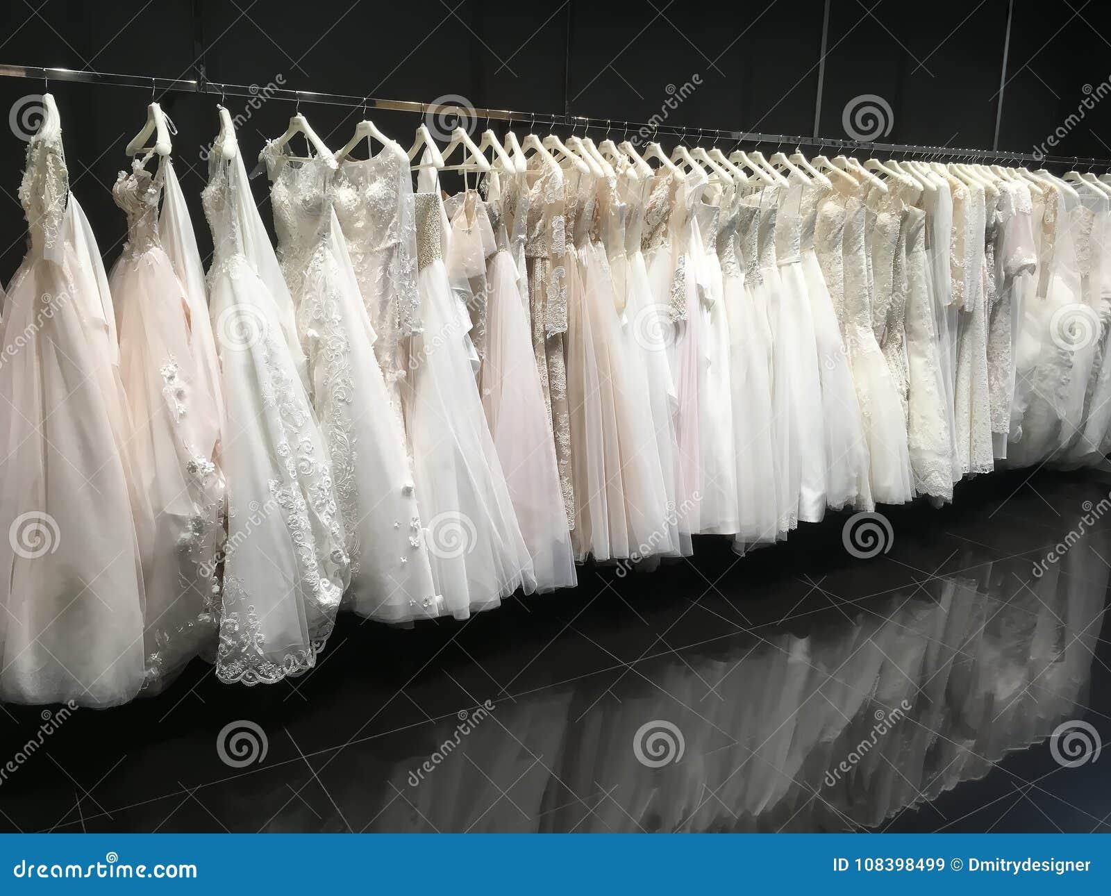 Vestidos De Boda En La Tienda Pollardi Imagen De Archivo