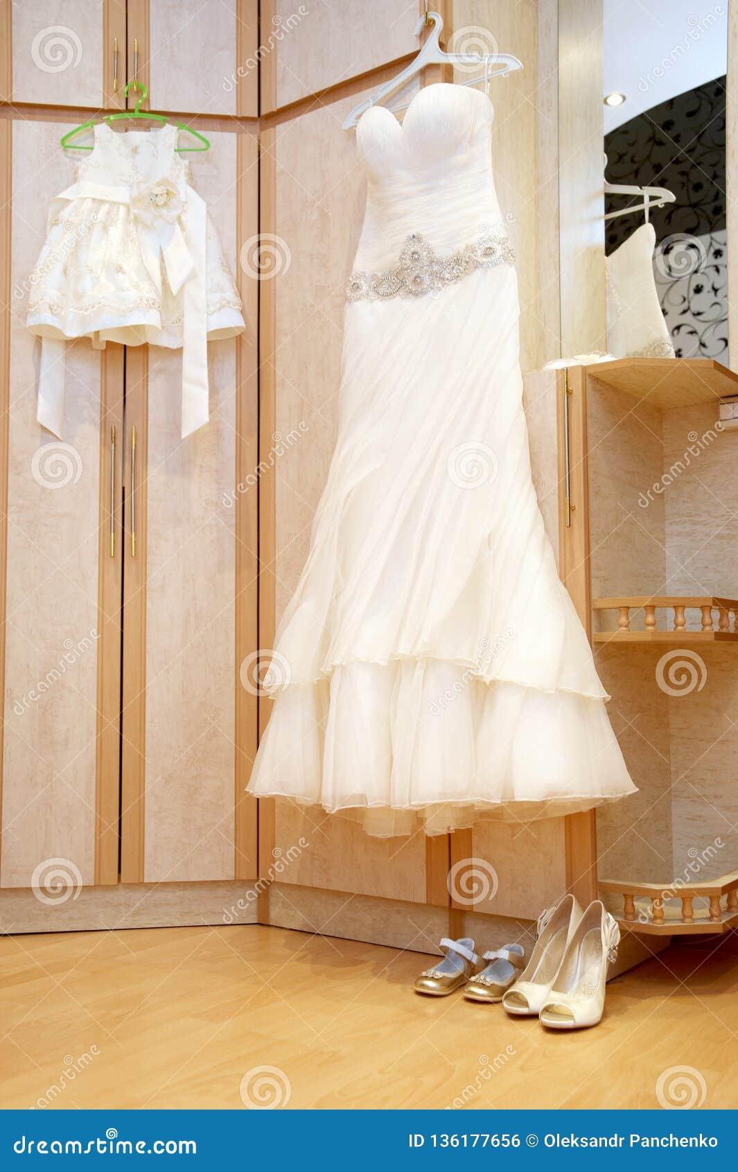 Vestidos de boda para las mamáes y las hijas, belleza, felicidad, matrimonio, casandose conceptos del estilo