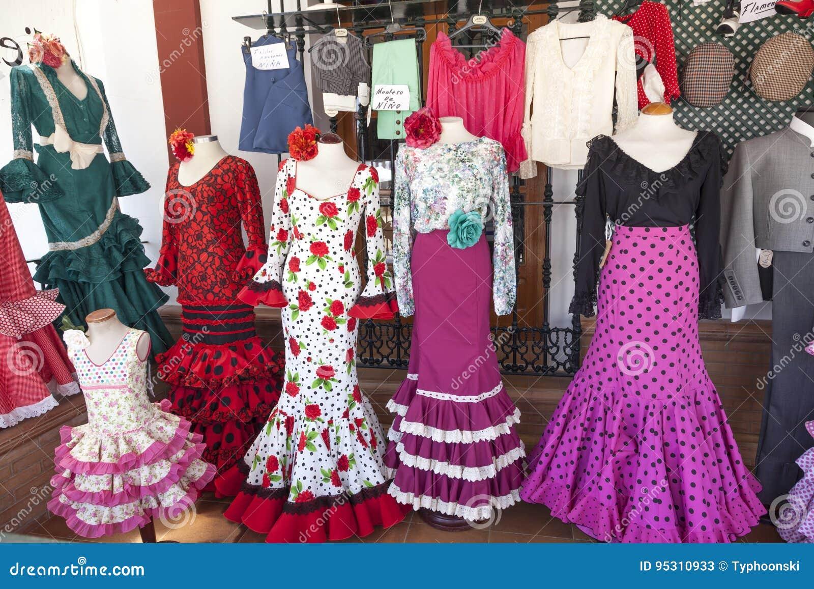 d82d9d596 Vestidos Españoles Tradicionales Del Flamenco Foto de archivo ...