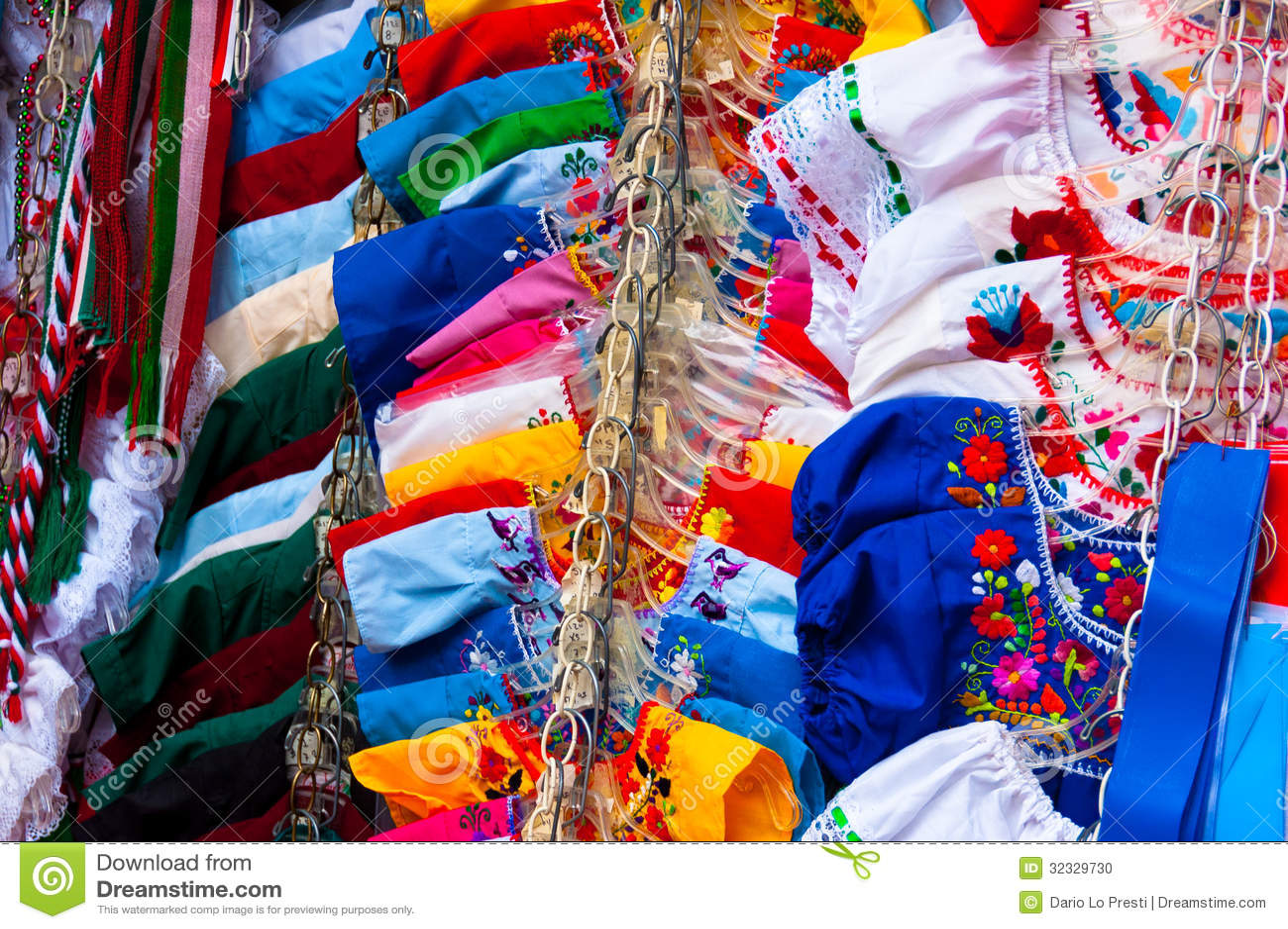 Vestidos Mexicanos Foto De Archivo Imagen De Multicolor