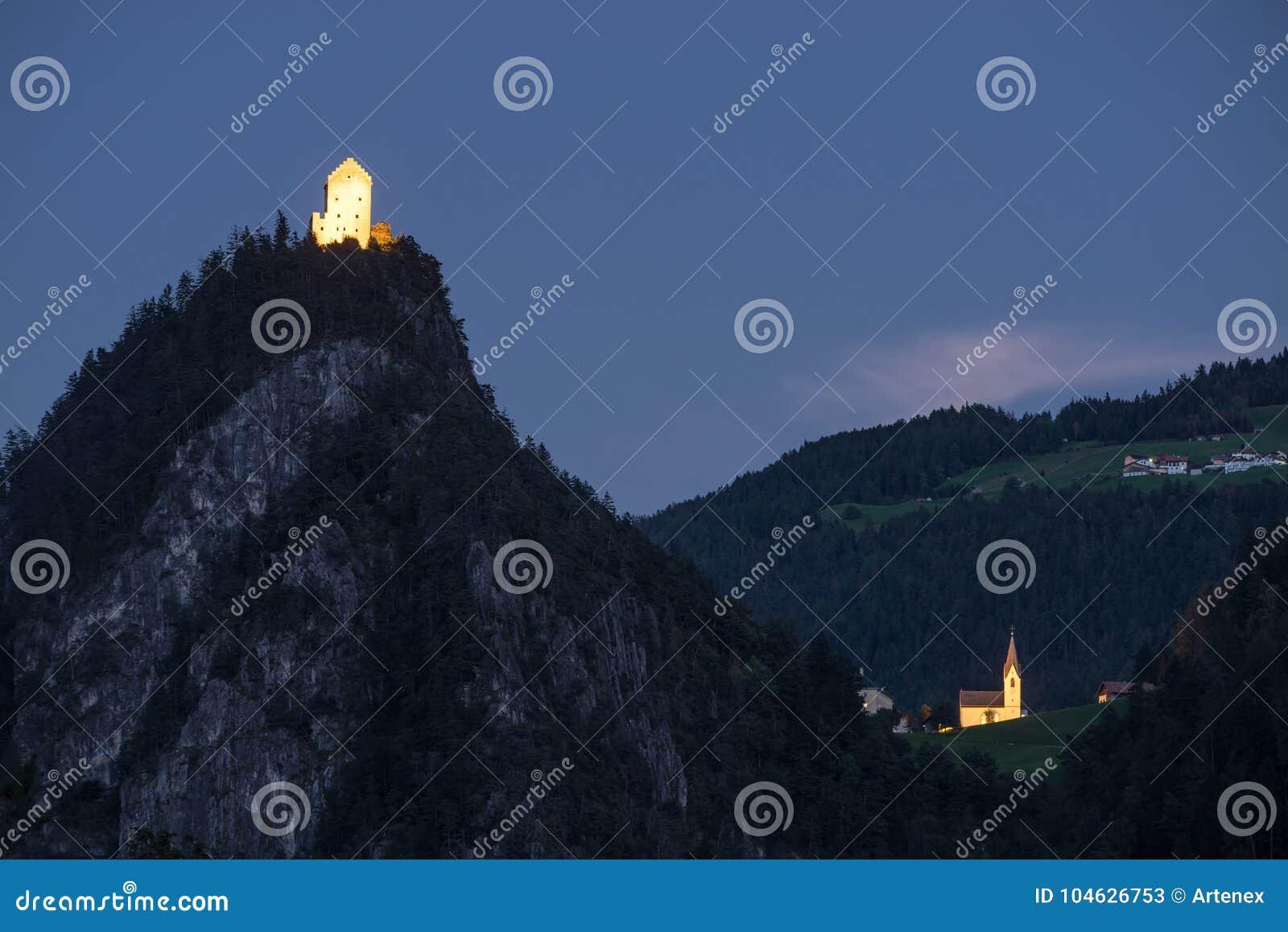 Download Vestingsbovenkant Van De Heuvel, Kronburg-Kasteel Stock Afbeelding - Afbeelding bestaande uit milieu, koning: 104626753