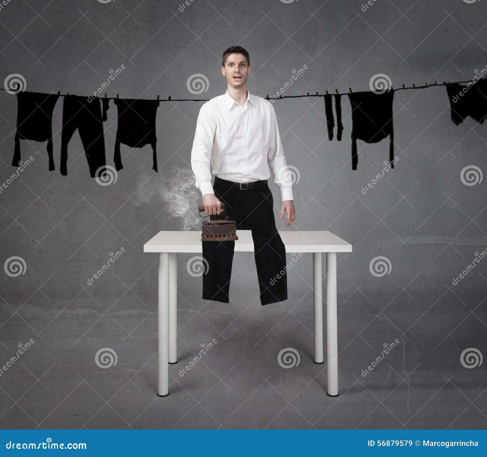 Vestiti rivestenti di ferro divertenti dell uomo