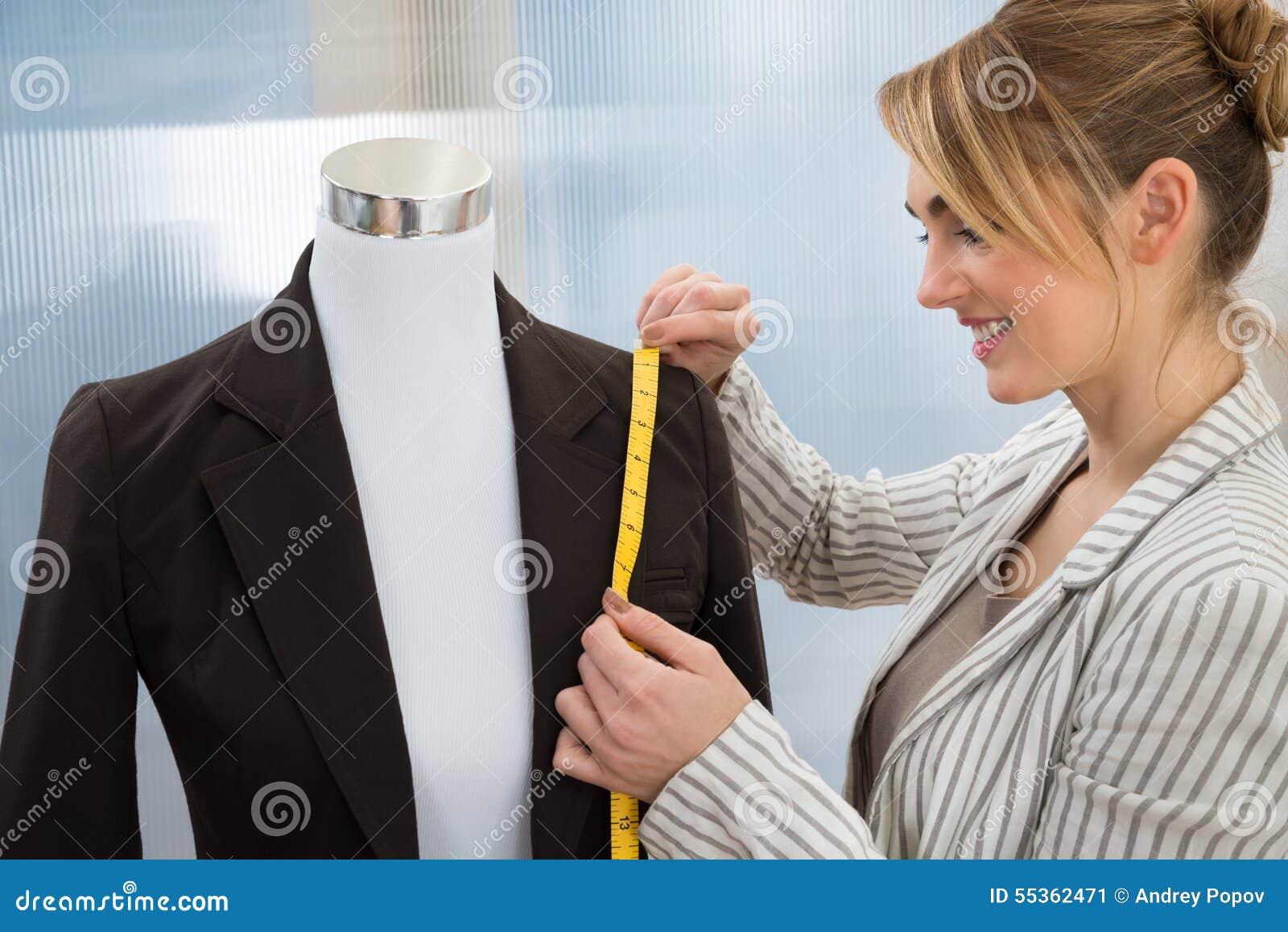 Vestito di misurazione dello stilista