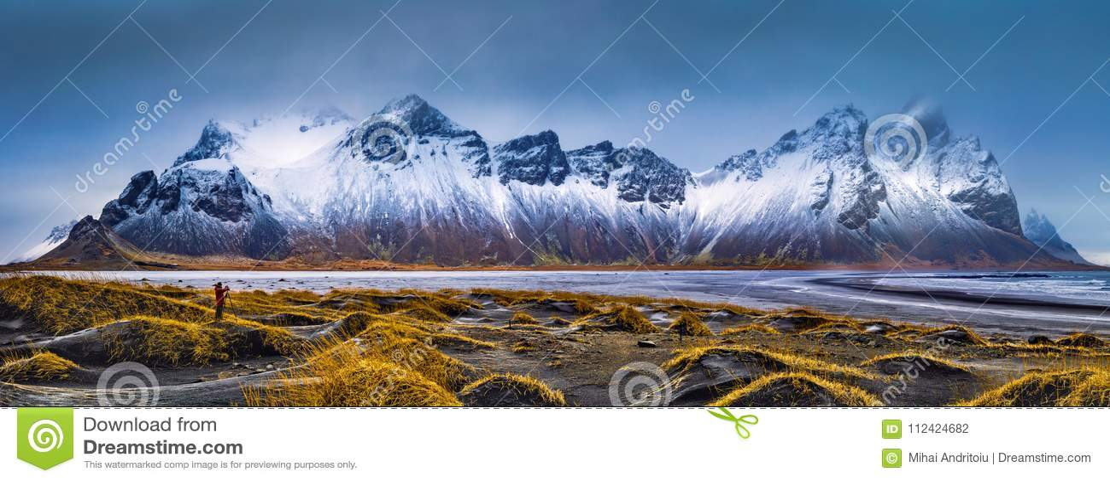 Vestrahorn bergskedja och Stokksnes strandpanorama