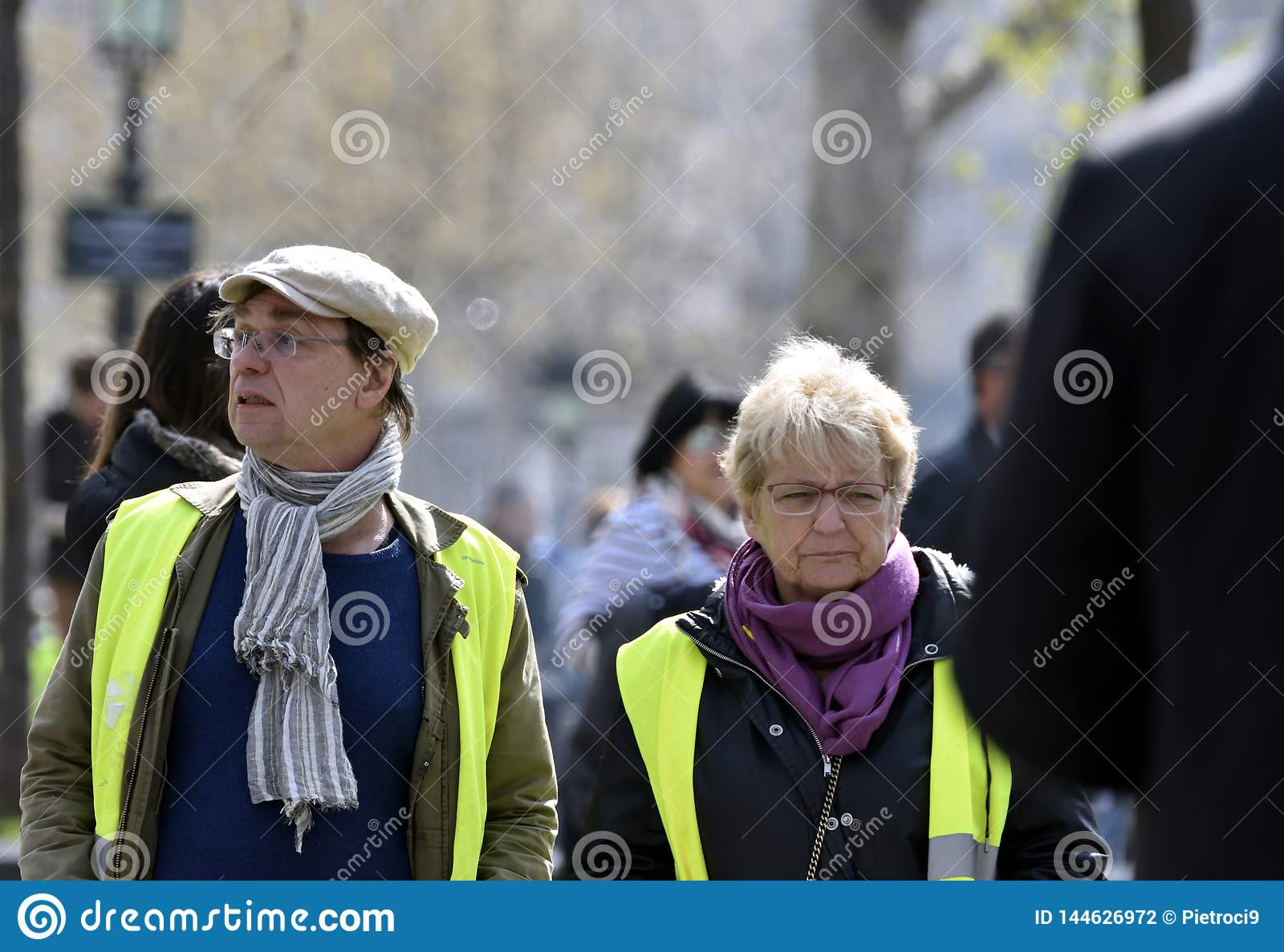 `Vests Yellow` two protesters