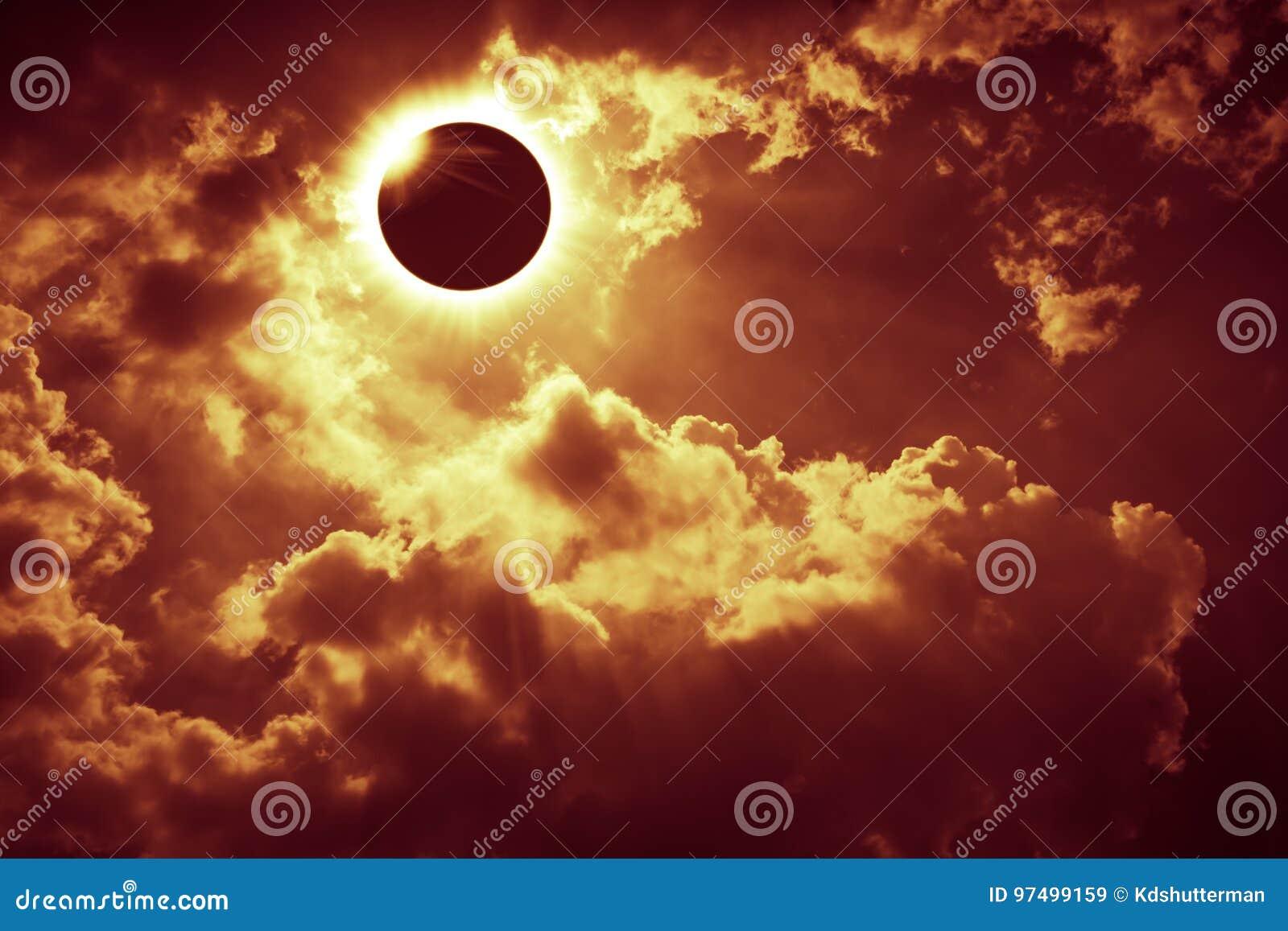 Vetenskapligt naturligt fenomen Sammanlagd sol- förmörkelse med diamanten