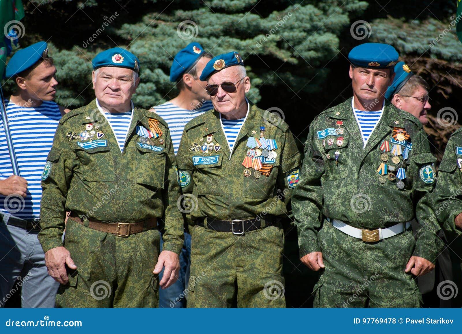 Veterani delle truppe disperse nell aria della Russia
