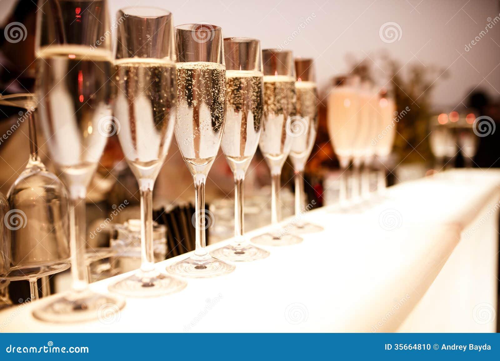 Vetri con champagne