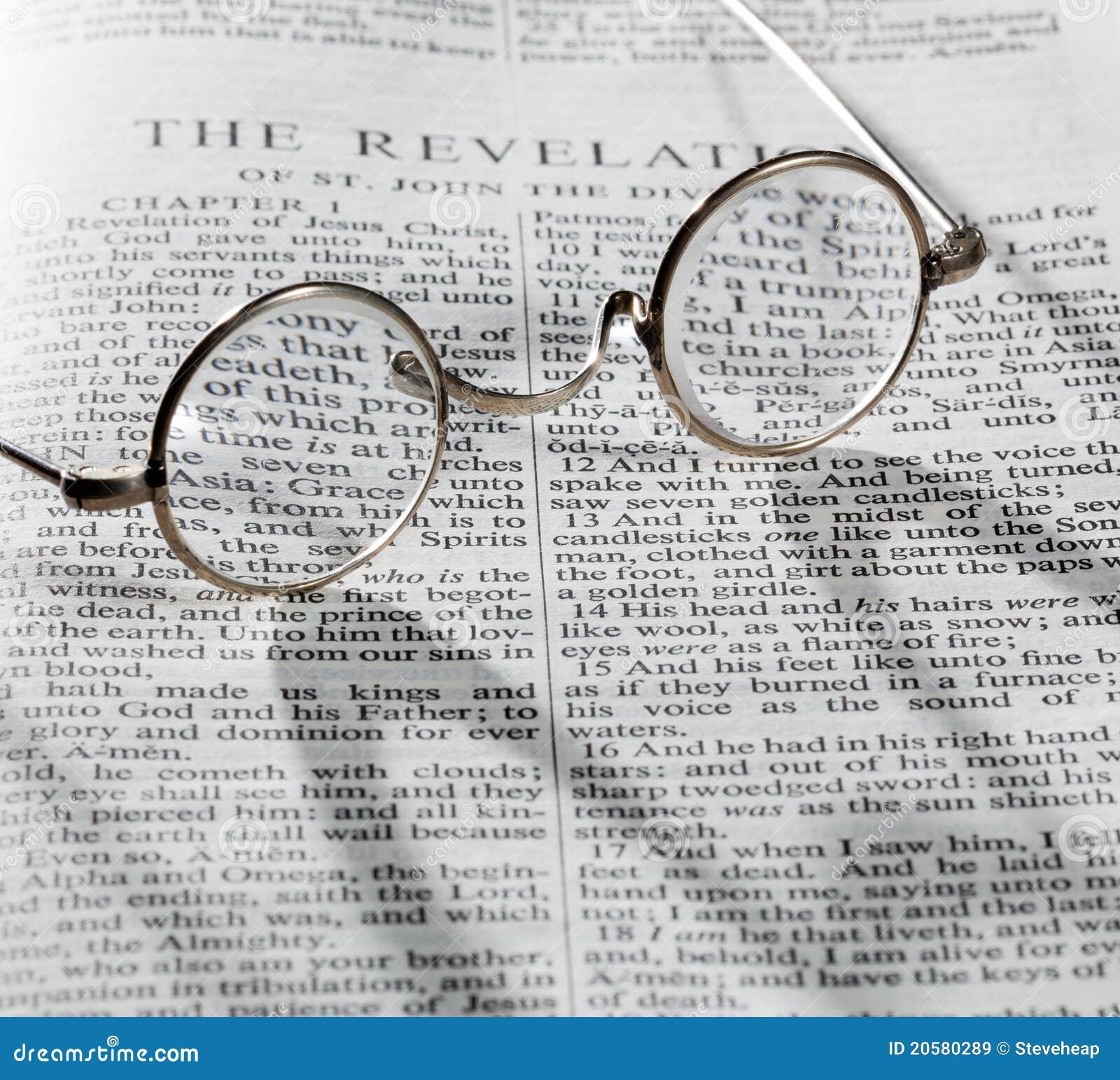 Vetri di lettura antichi alla pagina della bibbia immagine - Pagina da colorare di una bibbia ...