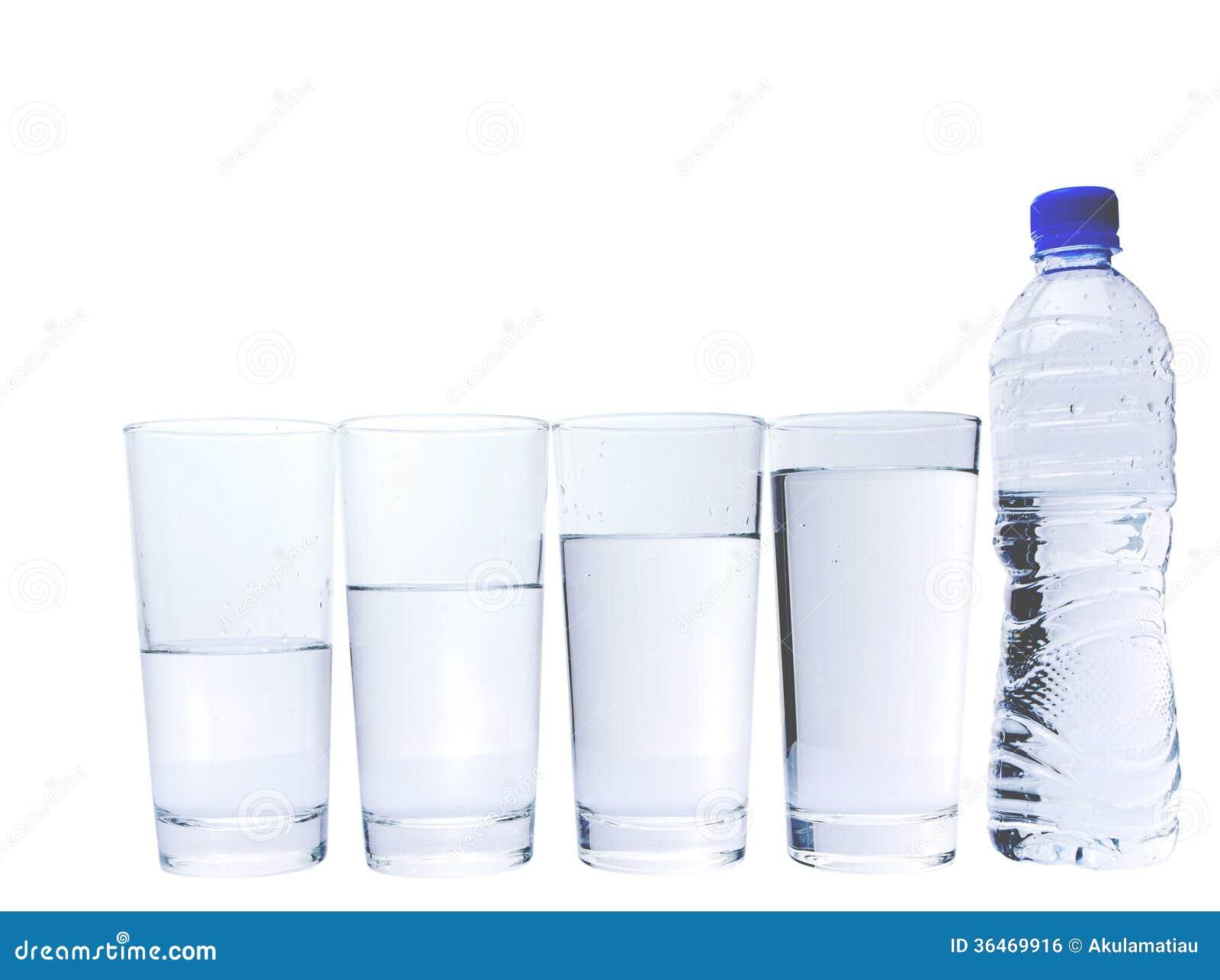 Vetro Con La Bottiglia Di Acqua Minerale II Immagine Stock Libera da Diritti - Immagine: 36469916