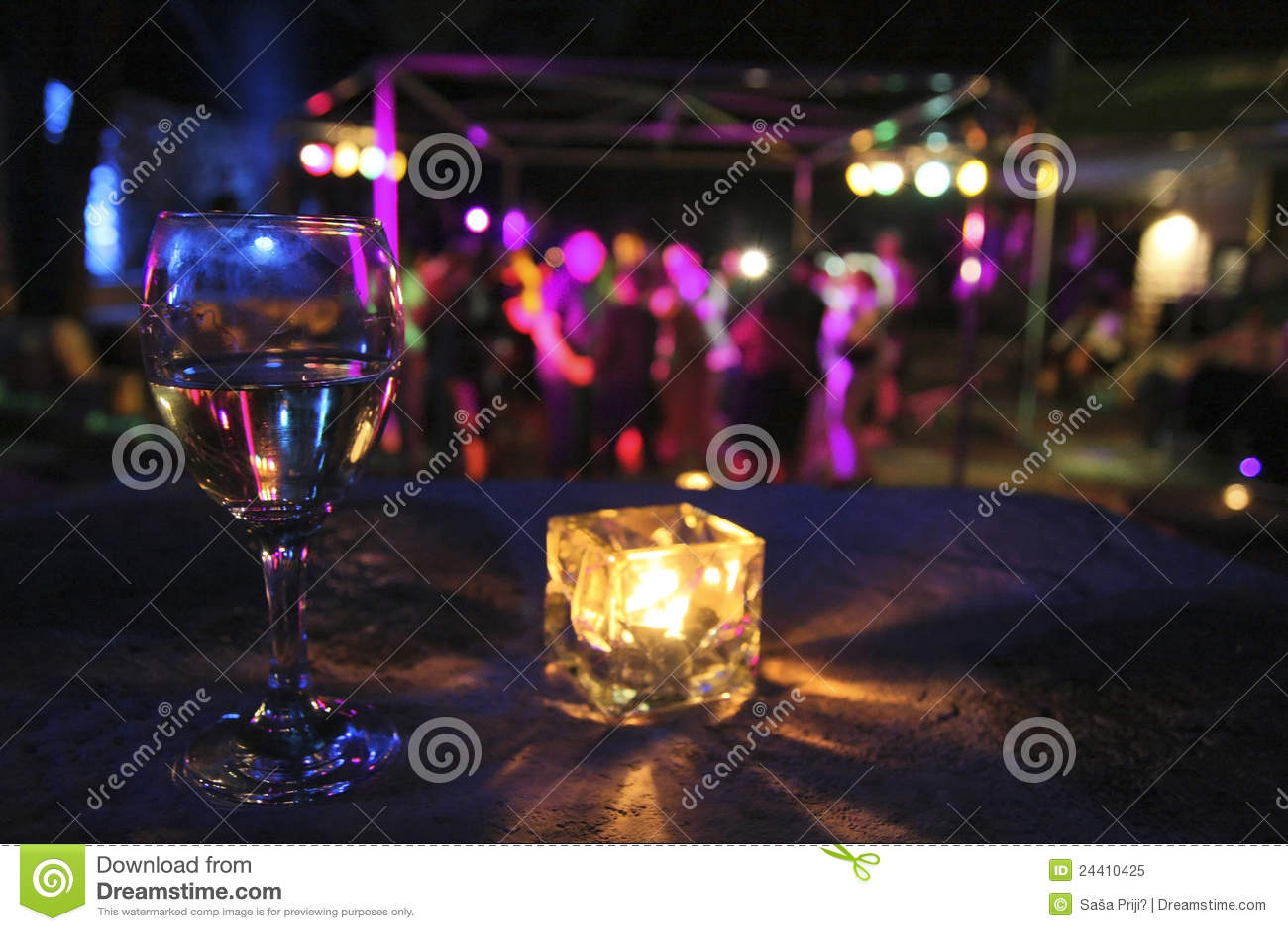Vetro della bevanda nel partito