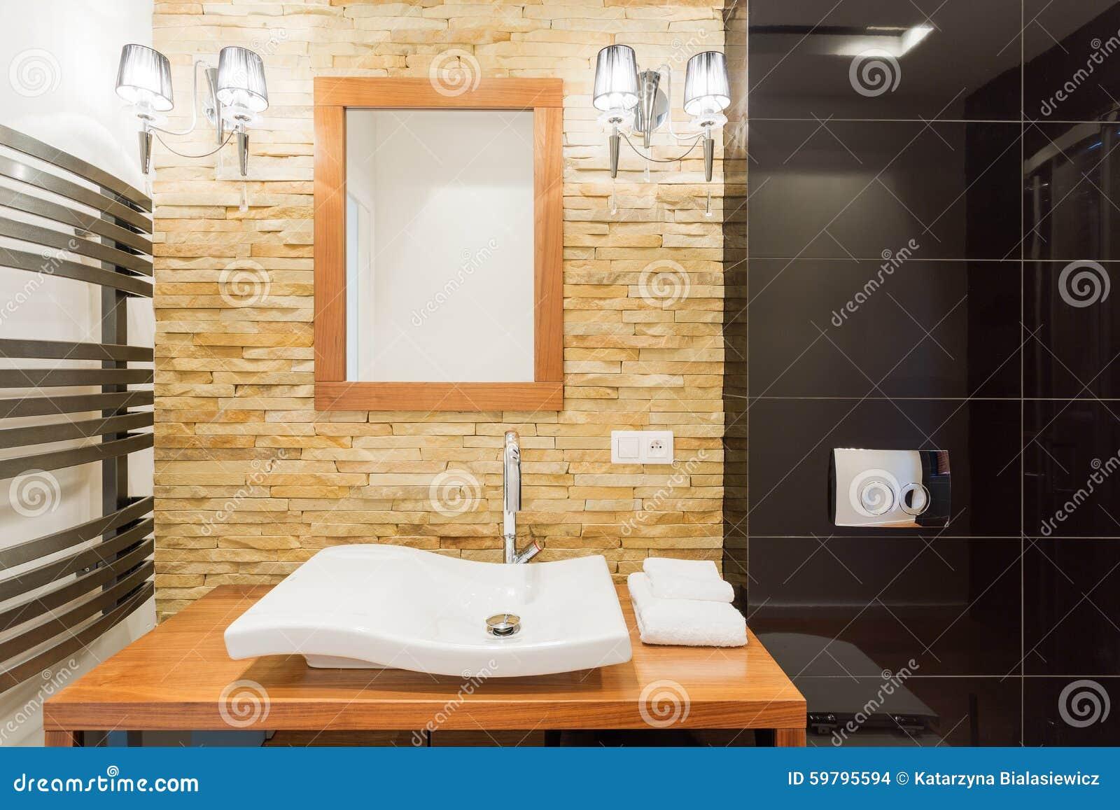 Vägg för dekorativ sten i badrum arkivfoto   bild: 59795594