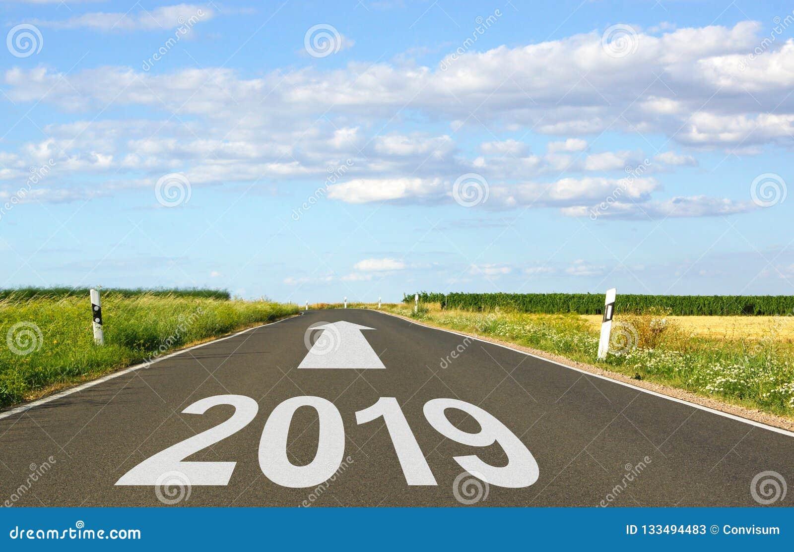2019 - via con la freccia e l anno - il futuro