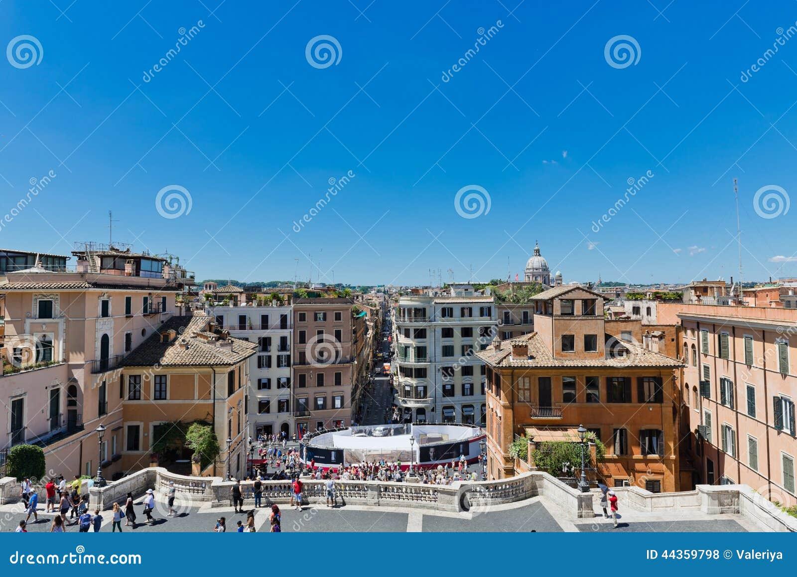 Via Condotti, Roma Questa via è il centro di acquisto di modo