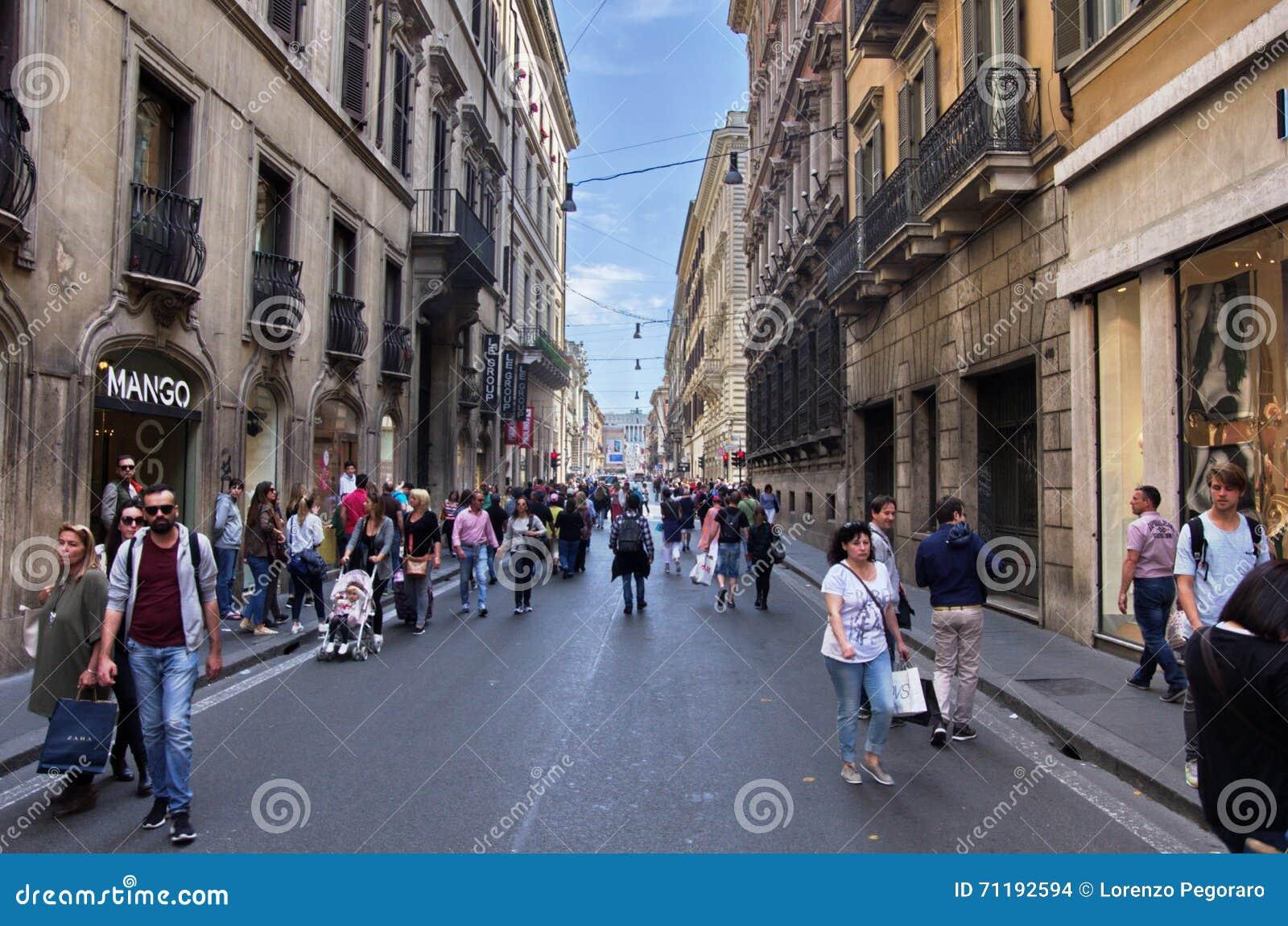 Via del corso rome redactionele stock afbeelding for Bershka roma via del corso