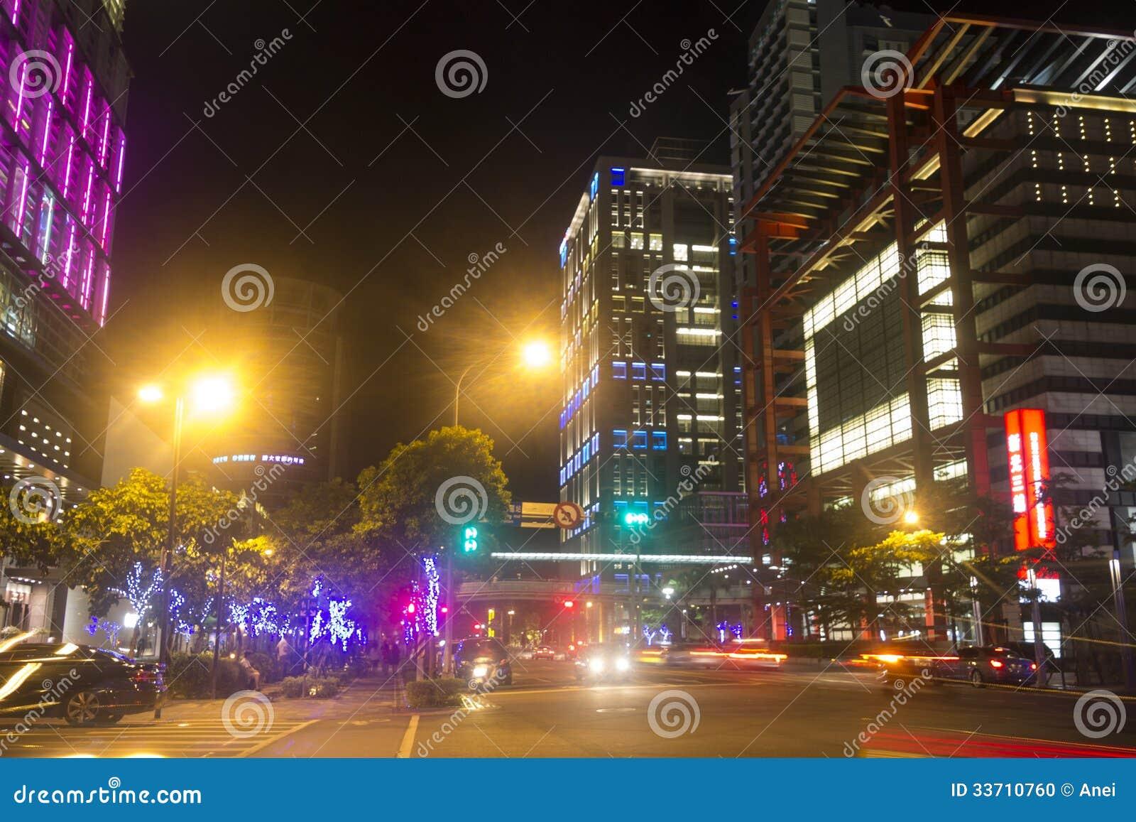 Luci Al Neon Per Ufficio.Via Della Citta Di Taipei Alla Notte Con Molte Luci Al Neon Immagine