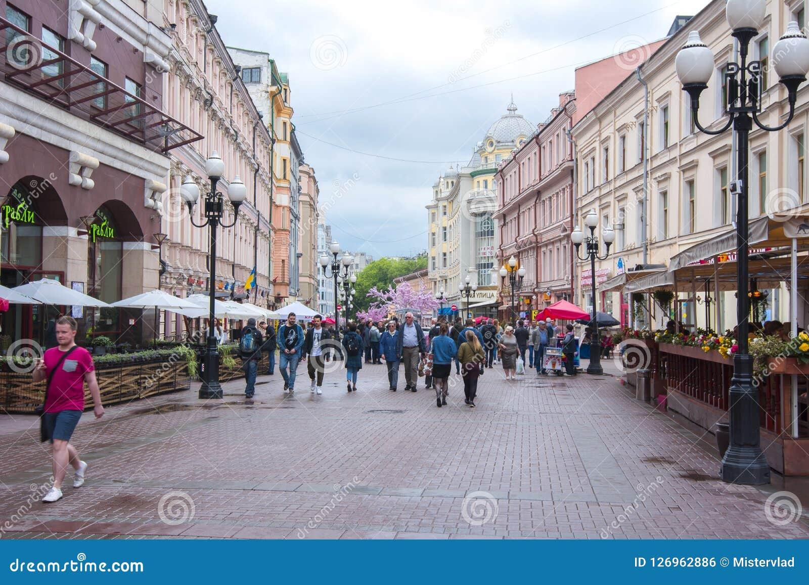 Via di Arbat del pedone nel centro di Mosca, Russia