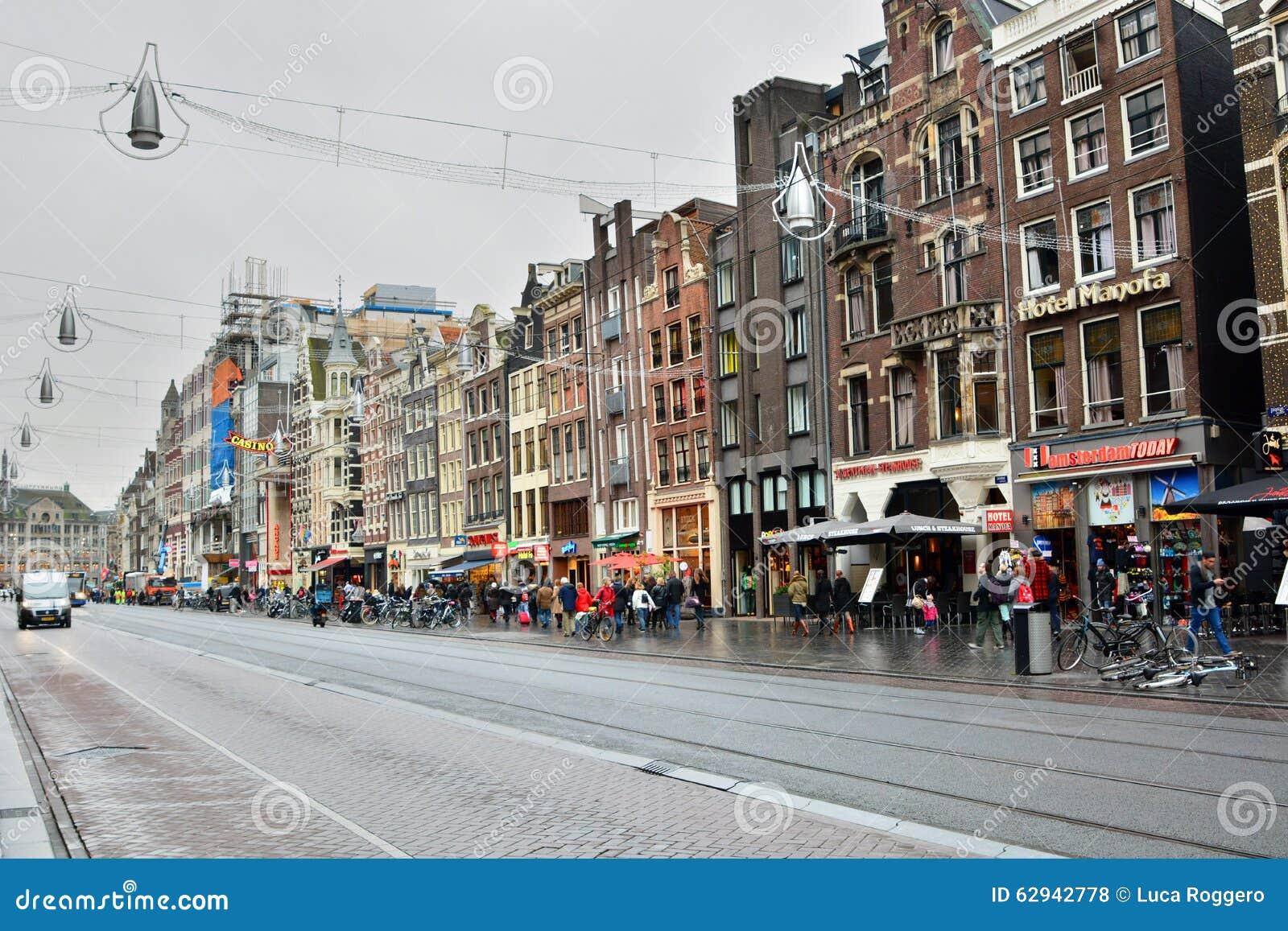Via di Damrak amsterdam netherlands