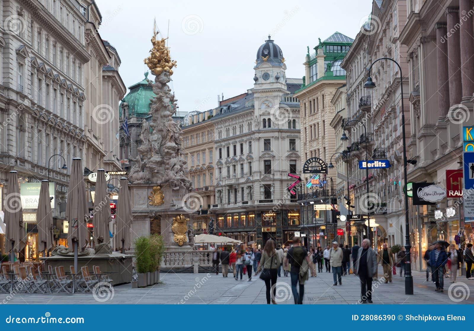 Via di Graben dei turisti a piedi a Vienna, Austria