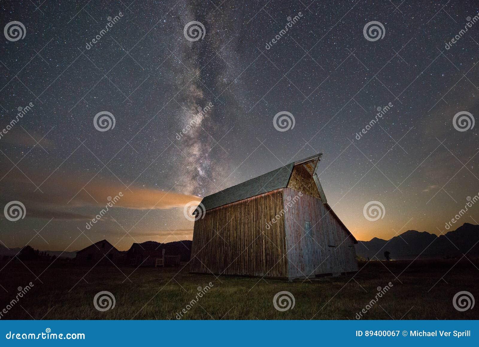 Via Látea sobre o celeiro da fileira do mórmon