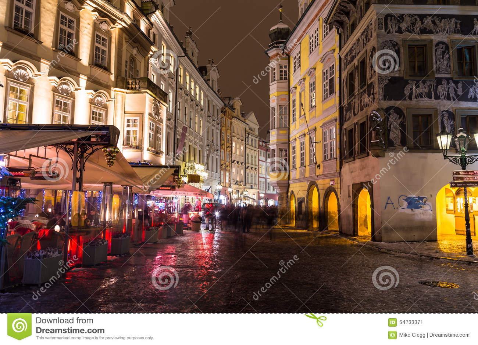 Via maschio di Namesti a Praga alla notte