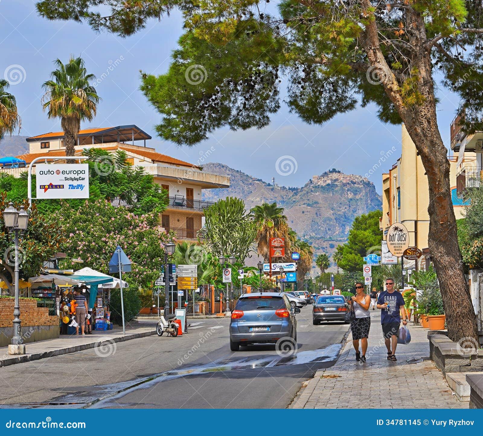 Via recanati editorial image image of summer people for Mobilia giardini naxos