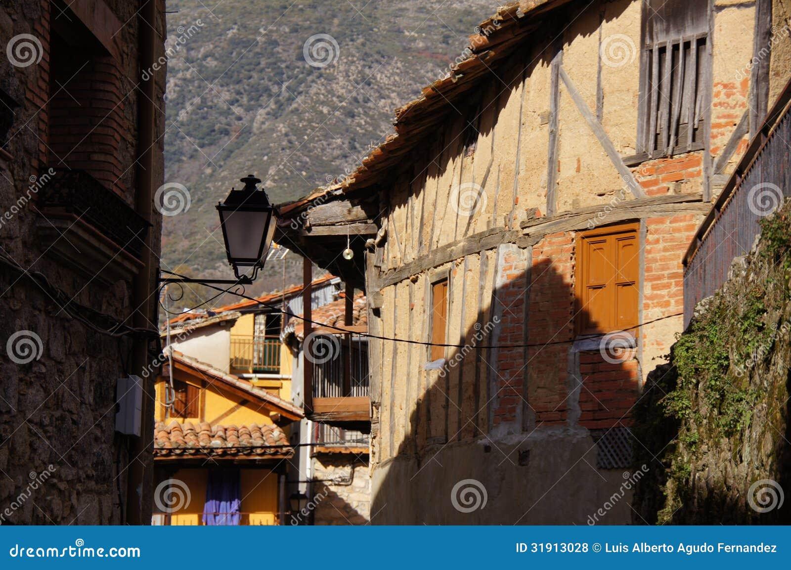 Via tipica con le case di legno di adobe del mattone e for Costo del mattone da costruire