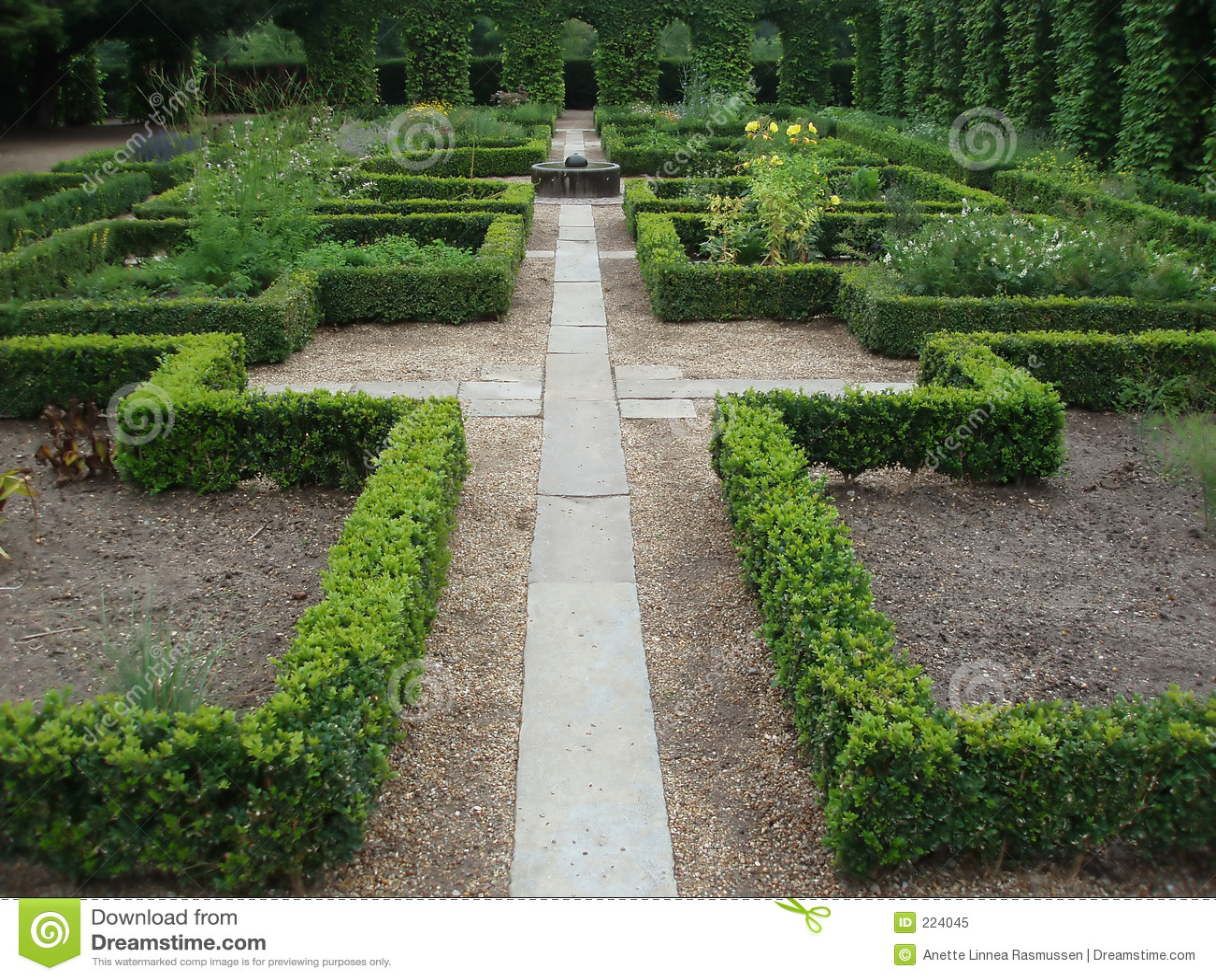 Via in un giardino del monastero