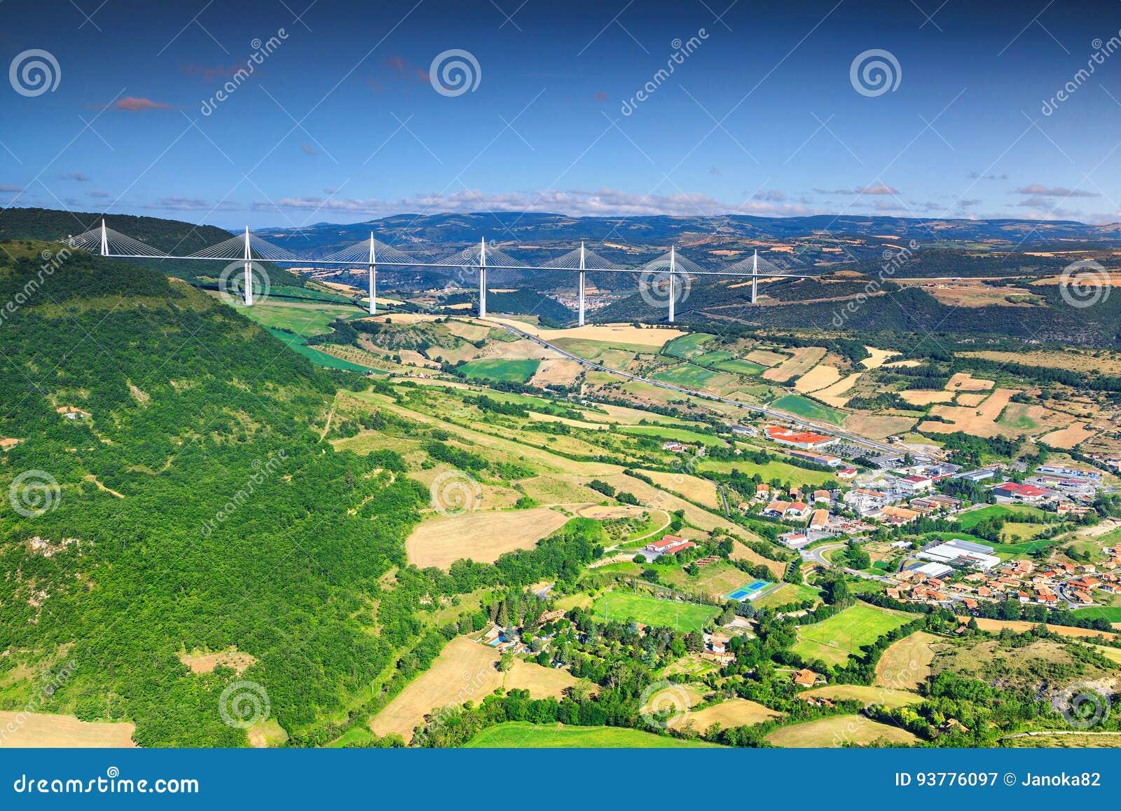 Viaduc spectaculaire célèbre région de Millau, l Aveyron, France, l Europe